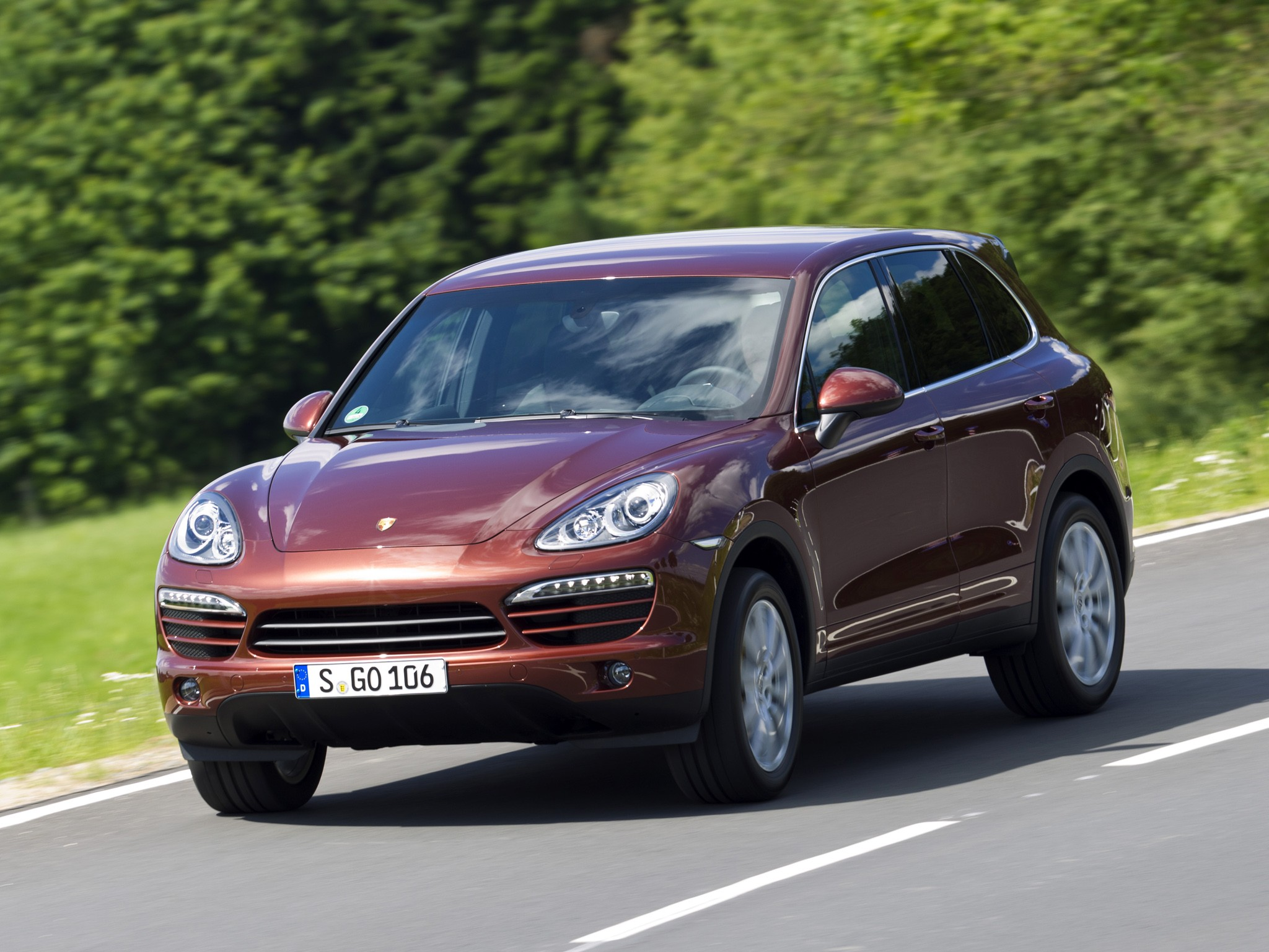 porsche cayenne specs 2010 2011 2012 2013 2014 2015 autoevolution. Black Bedroom Furniture Sets. Home Design Ideas