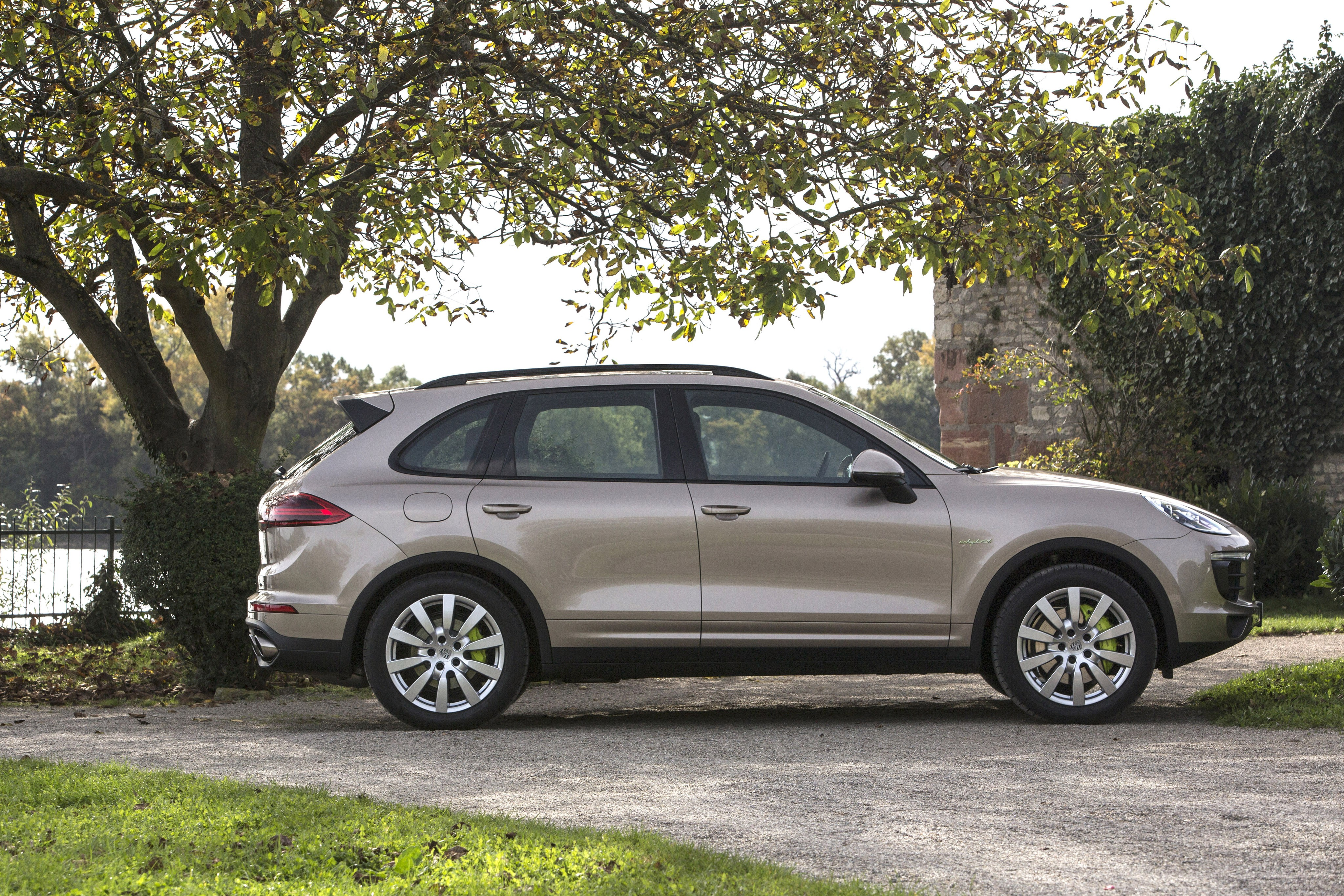 porsche cayenne s e hybrid specs 2014 2015 2016 2017. Black Bedroom Furniture Sets. Home Design Ideas