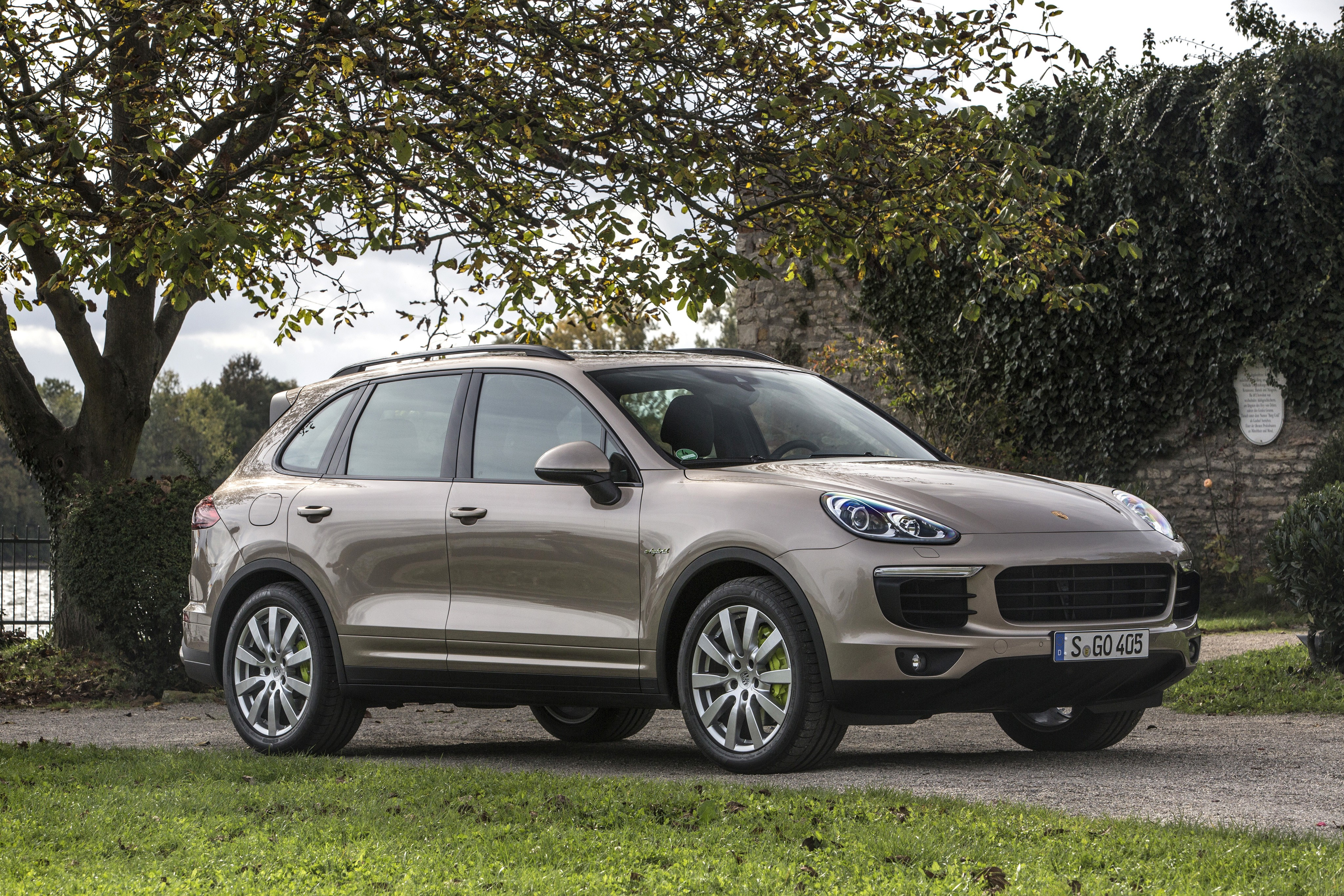 porsche cayenne s e hybrid specs 2014 2015 2016 2017 2018 autoevolution. Black Bedroom Furniture Sets. Home Design Ideas