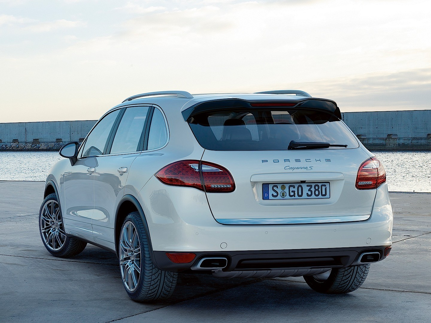 porsche cayenne s hybrid 2010 2011 2012 2013 2014 autoevolution. Black Bedroom Furniture Sets. Home Design Ideas