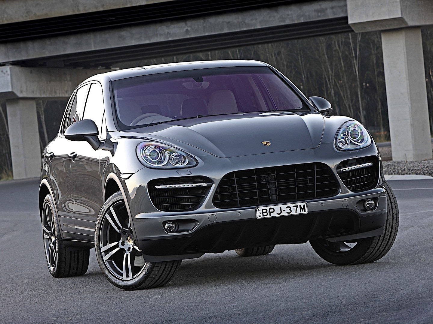porsche cayenne turbo specs 2010 2011 2012 2013 2014 autoevolution. Black Bedroom Furniture Sets. Home Design Ideas