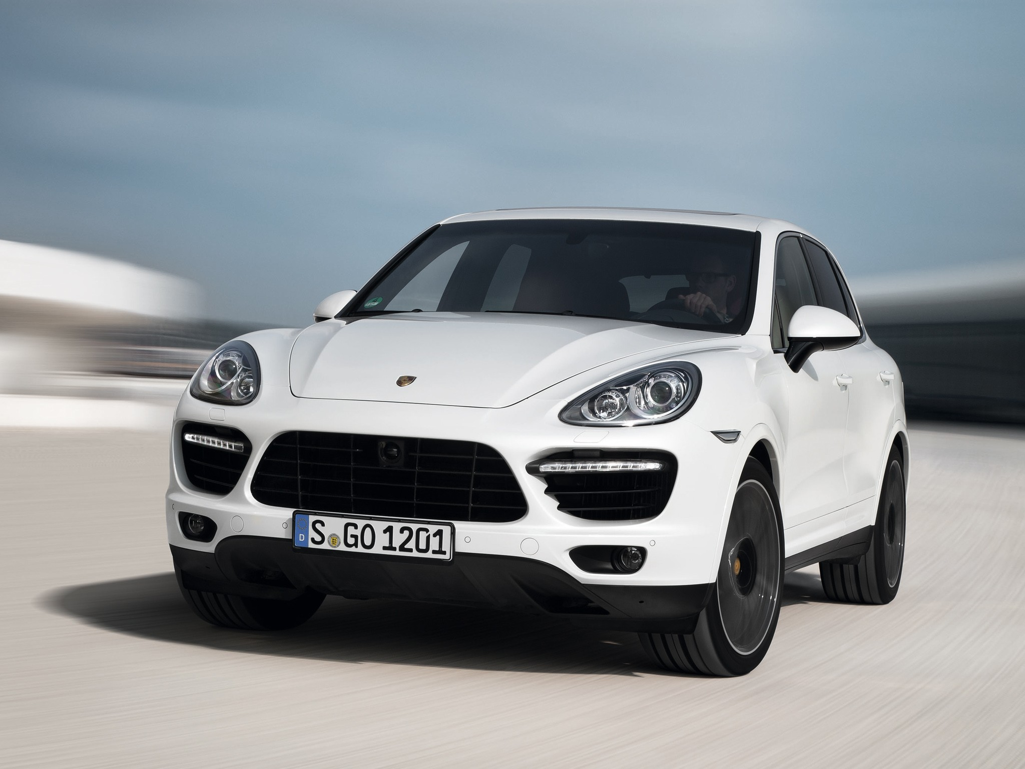 porsche cayenne turbo s specs 2012 2013 2014 autoevolution. Black Bedroom Furniture Sets. Home Design Ideas