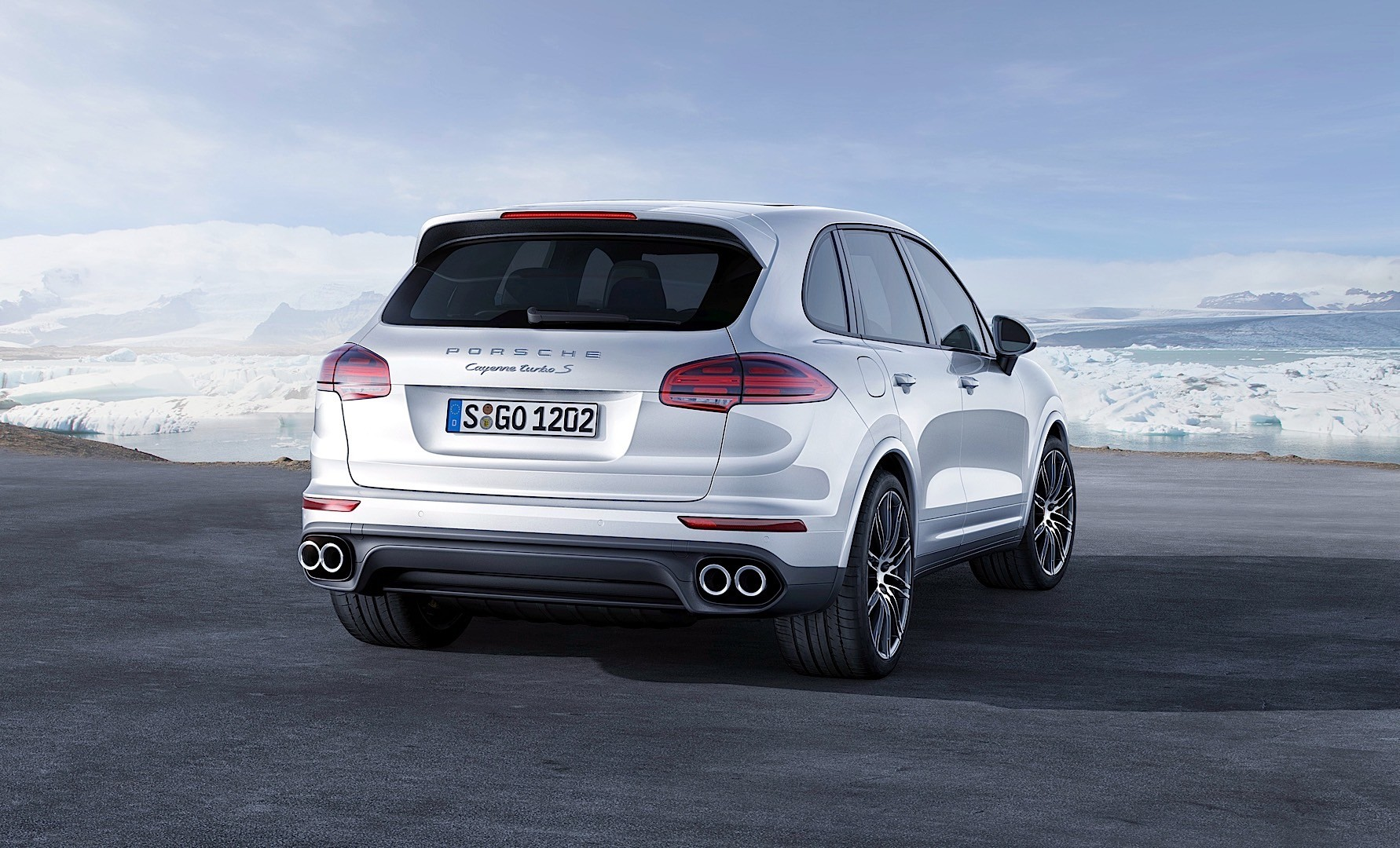 porsche cayenne turbo s specs 2015 2016 2017 autoevolution. Black Bedroom Furniture Sets. Home Design Ideas