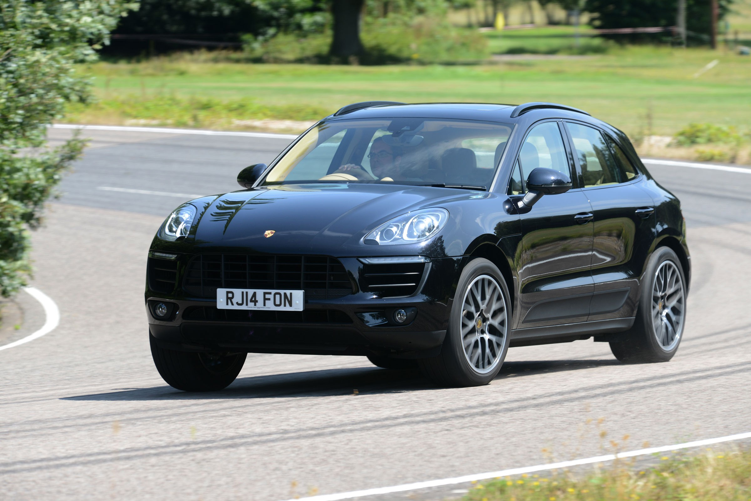 porsche macan s specs 2014 2015 2016 2017 2018 autoevolution. Black Bedroom Furniture Sets. Home Design Ideas