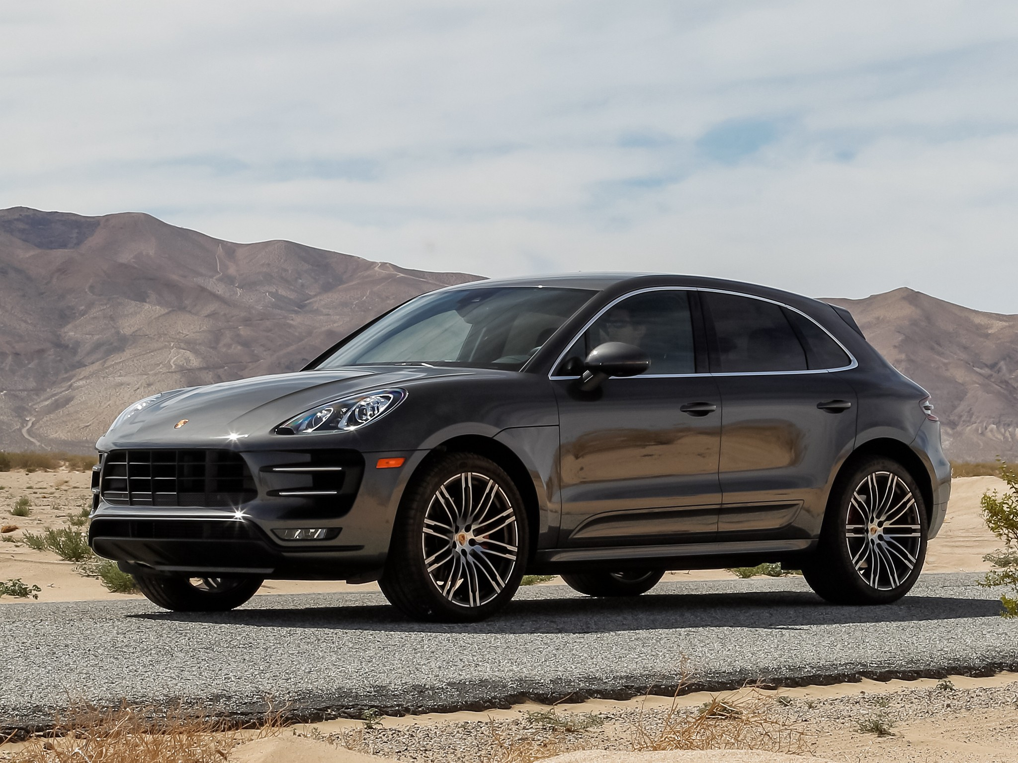 porsche macan turbo specs 2014 2015 2016 2017 autoevolution. Black Bedroom Furniture Sets. Home Design Ideas