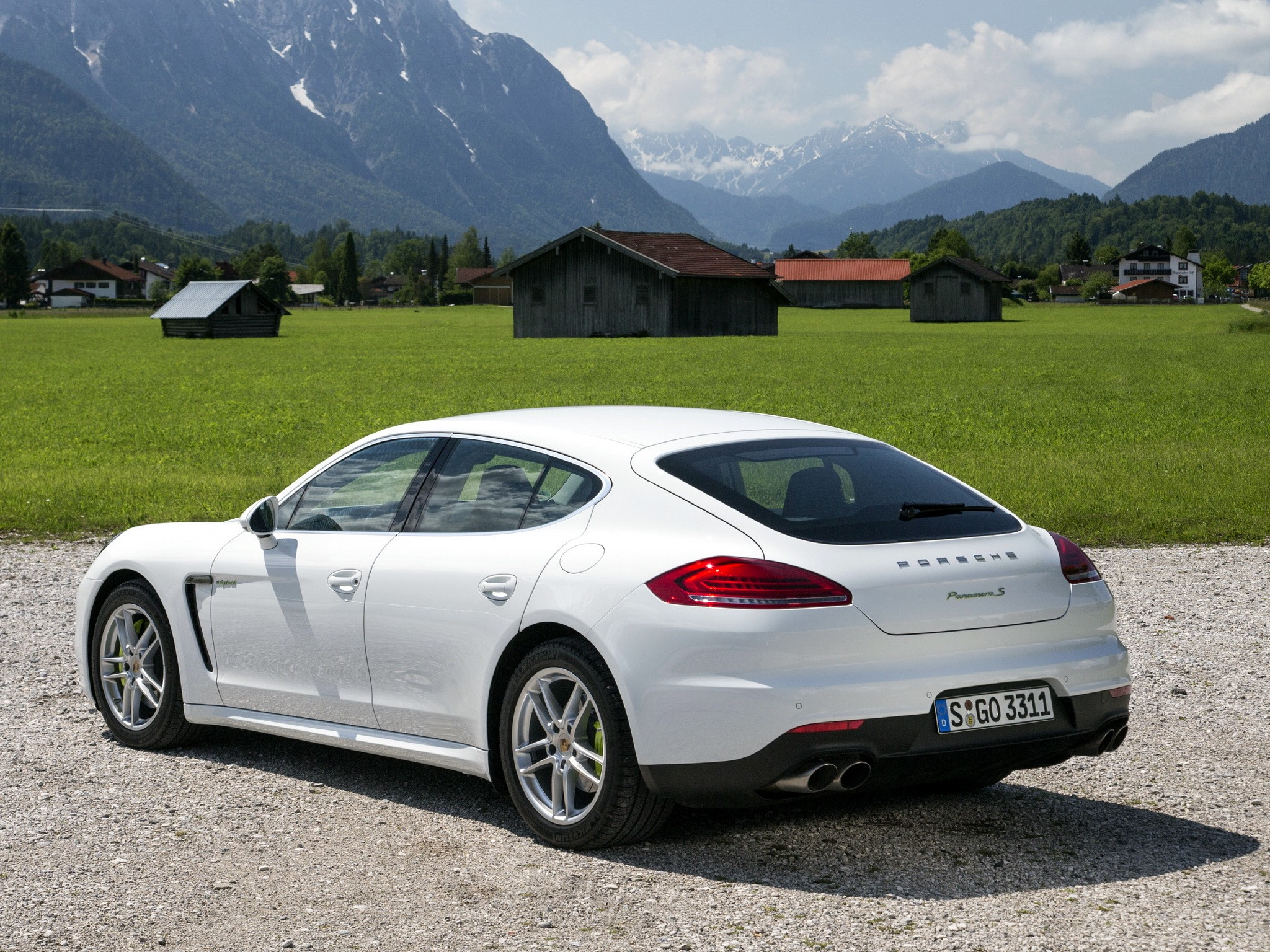 porsche panamera s e hybrid 2013 2014 2015 2016 2017 autoevolution. Black Bedroom Furniture Sets. Home Design Ideas