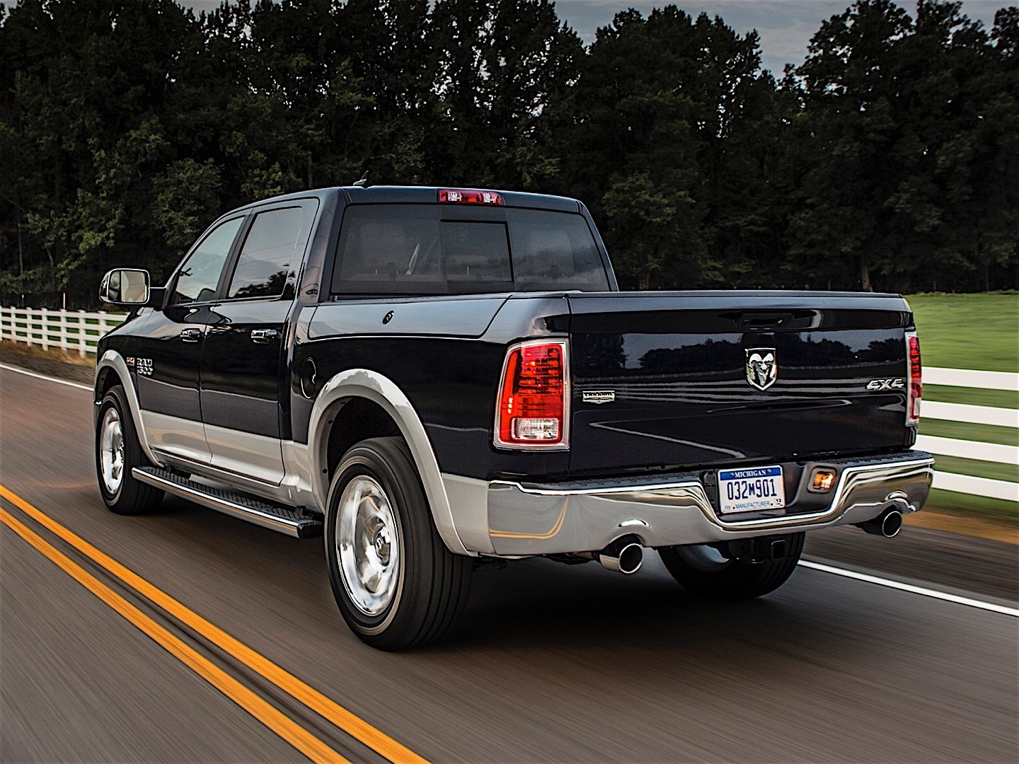 ram trucks 1500 crew cab specs 2013 2014 2015 autoevolution. Black Bedroom Furniture Sets. Home Design Ideas