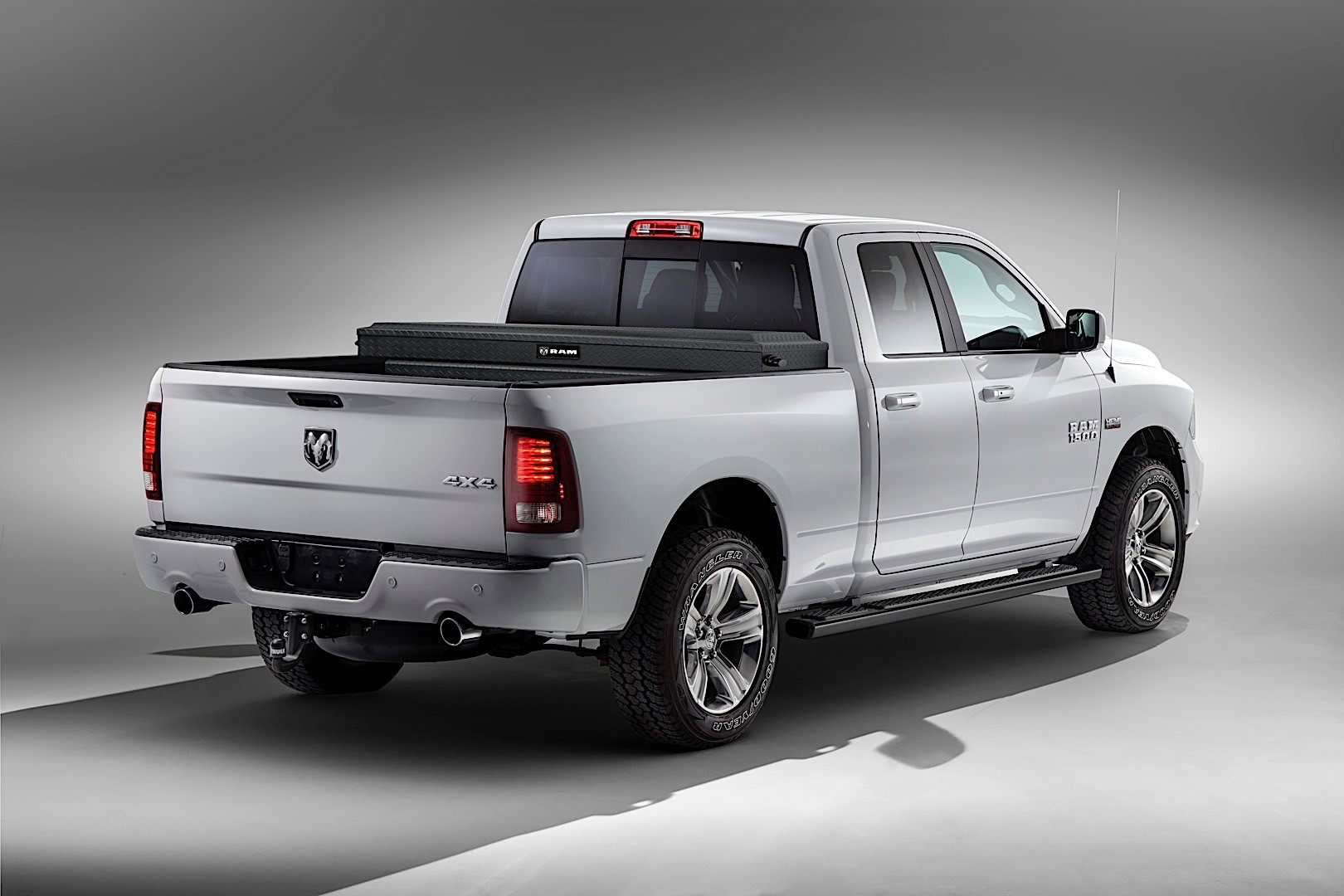 ram trucks 1500 quad cab specs 2015 2016 2017 2018 autoevolution. Black Bedroom Furniture Sets. Home Design Ideas