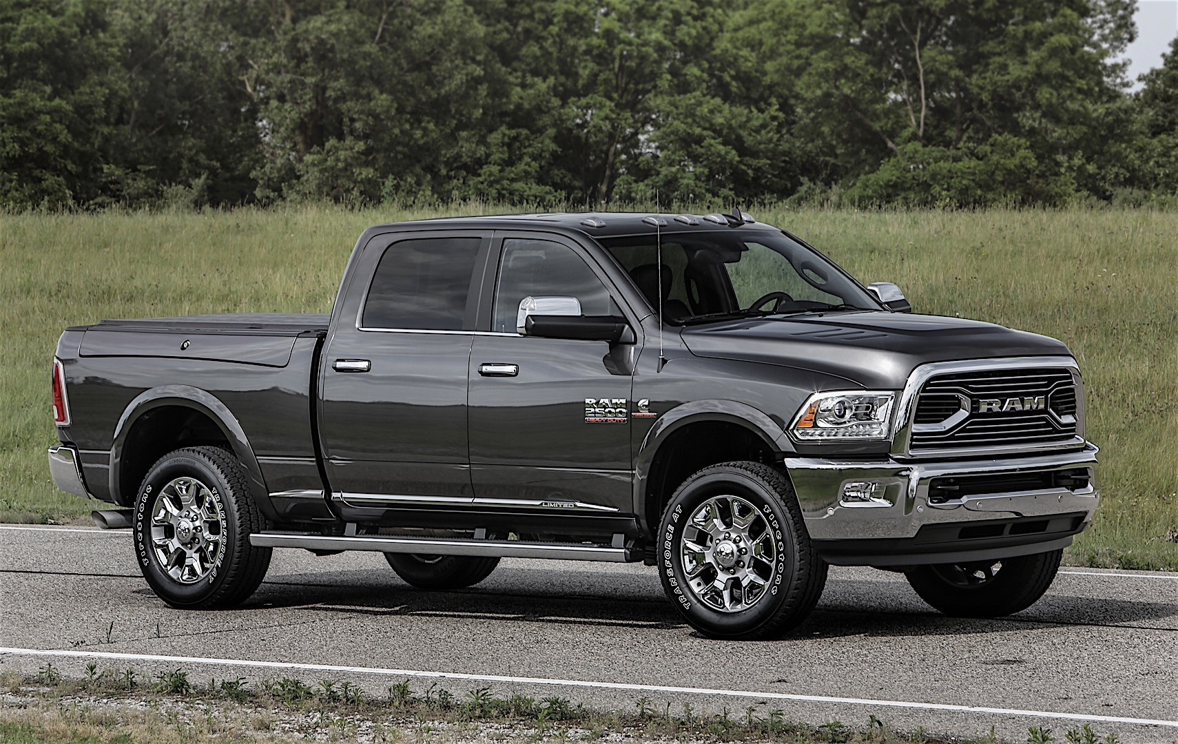 ram trucks 2500 crew cab 2016 autoevolution. Black Bedroom Furniture Sets. Home Design Ideas