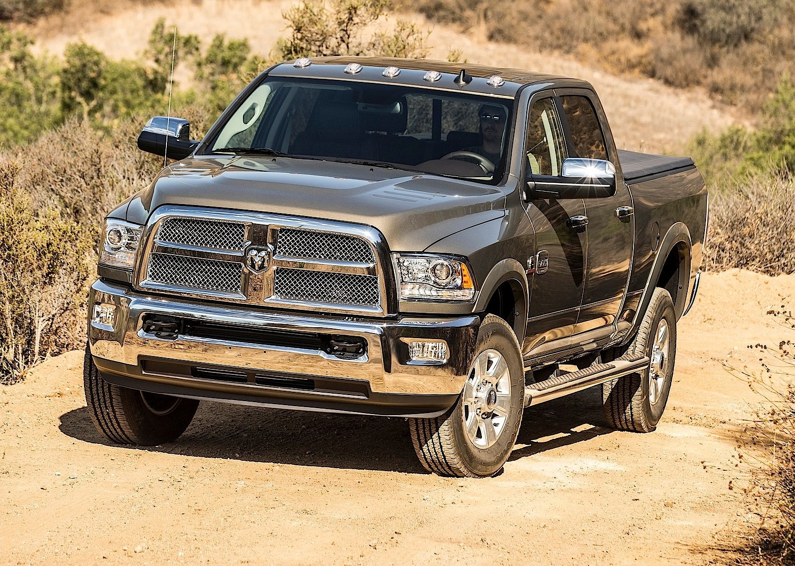 ram trucks 2500 crew cab specs 2013 2014 2015 2016 autoevolution. Black Bedroom Furniture Sets. Home Design Ideas