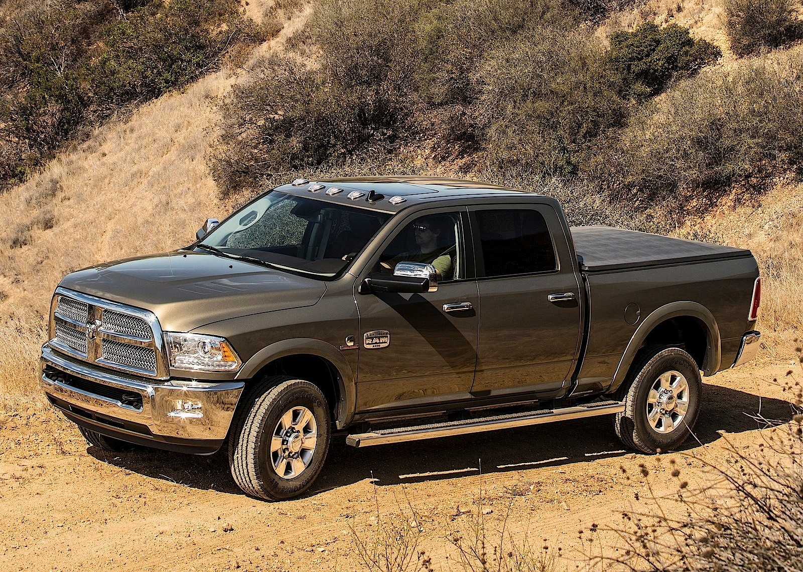 ram trucks 2500 crew cab 2013 2014 2015 2016 autoevolution. Black Bedroom Furniture Sets. Home Design Ideas