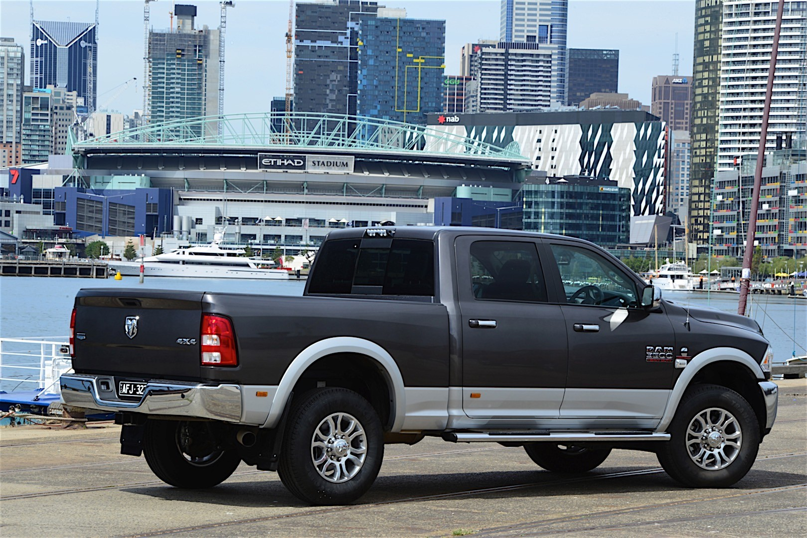 ram trucks 3500 crew cab specs 2016 2017 autoevolution. Black Bedroom Furniture Sets. Home Design Ideas