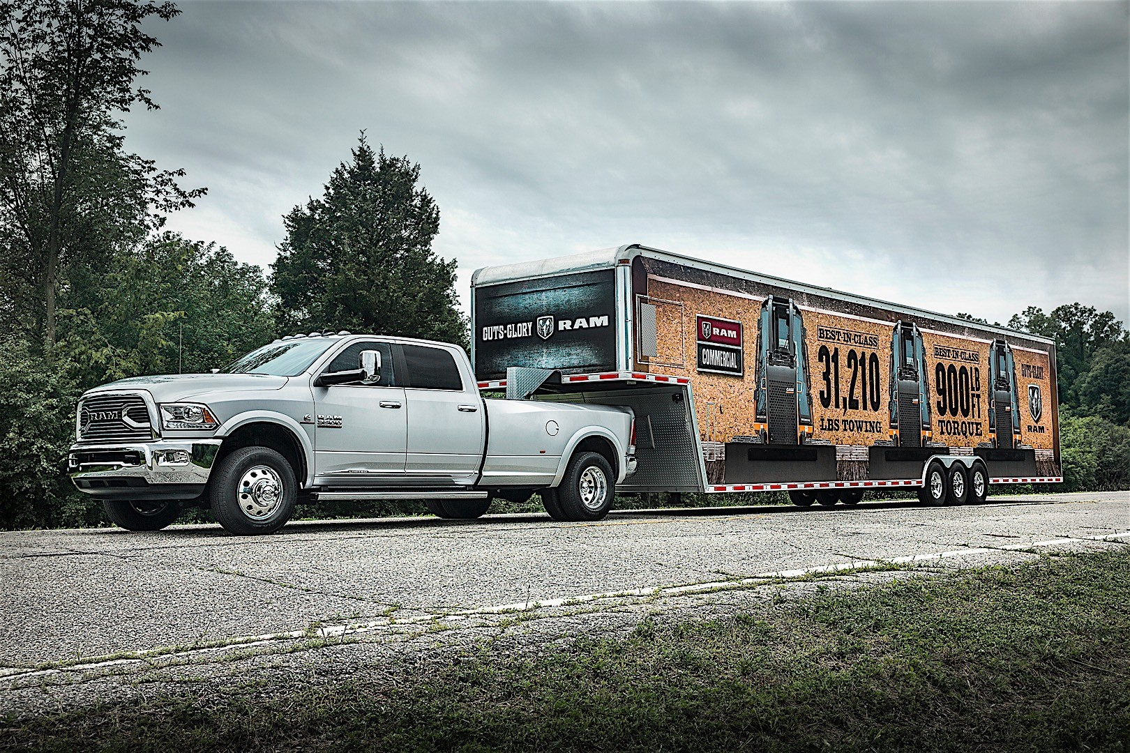 ram trucks 3500 crew cab 2016 autoevolution. Black Bedroom Furniture Sets. Home Design Ideas