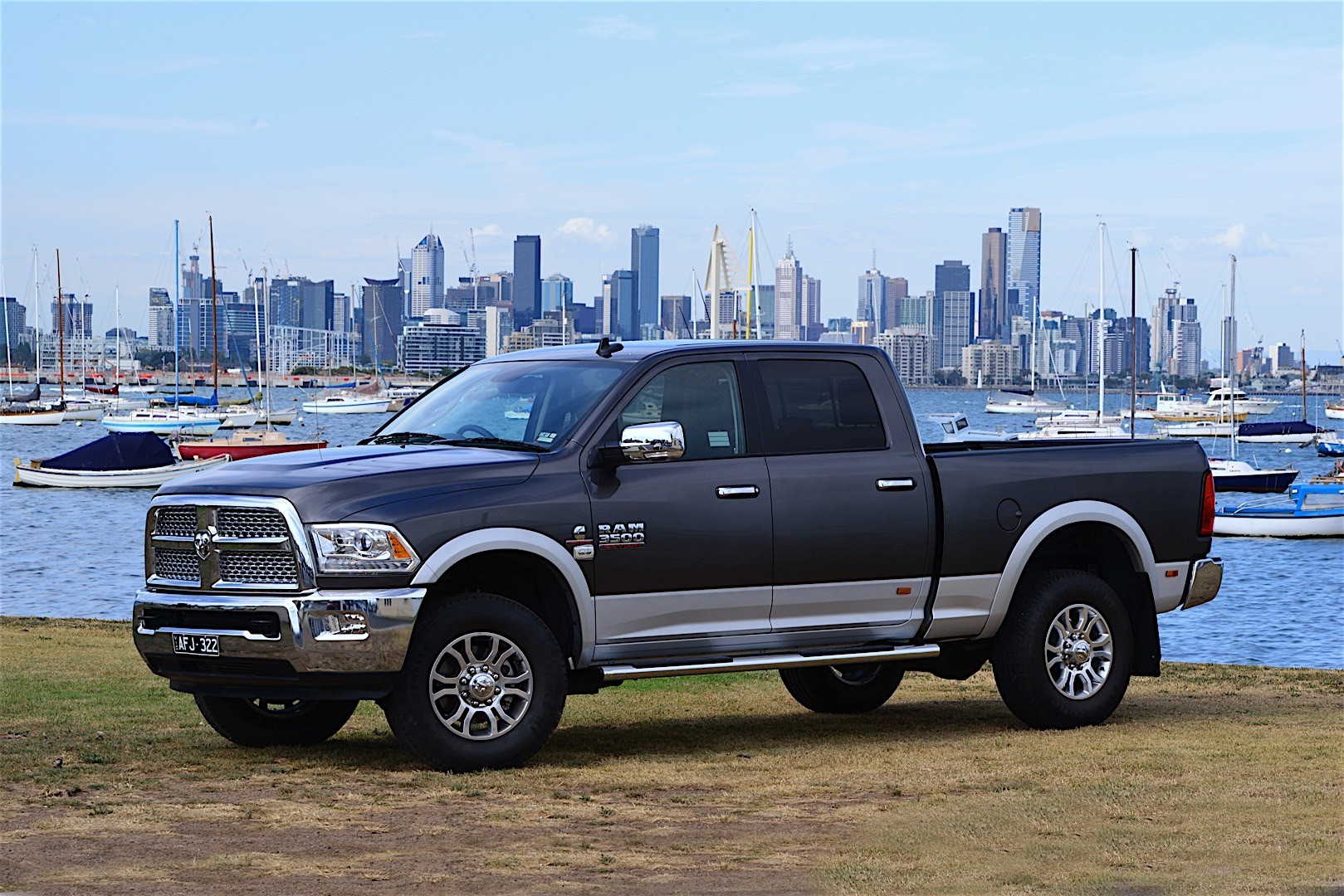 ram trucks 3500 crew cab specs 2016 2017 2018 autoevolution. Black Bedroom Furniture Sets. Home Design Ideas