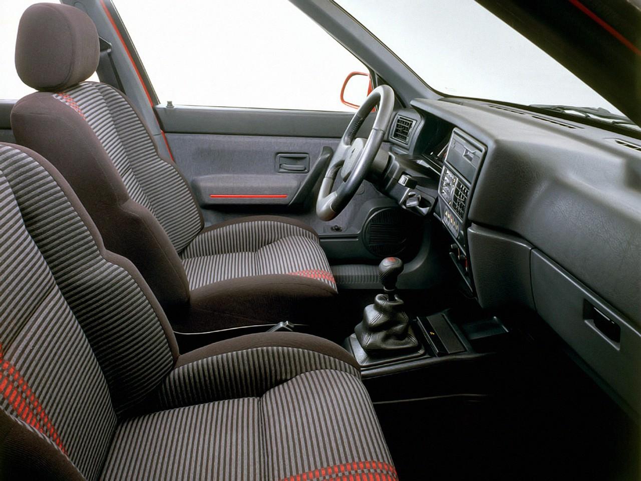 renault 19 3 doors specs 1988 1989 1990 1991 1992 autoevolution. Black Bedroom Furniture Sets. Home Design Ideas