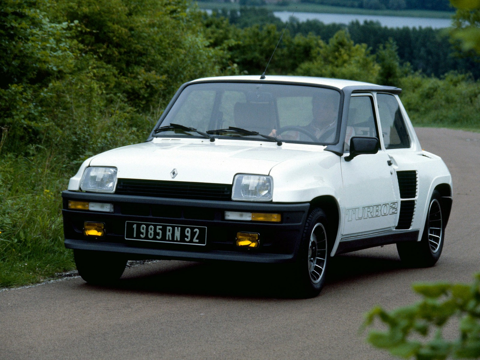 renault 5 turbo specs 1980 1981 1982 1983 1984 autoevolution. Black Bedroom Furniture Sets. Home Design Ideas