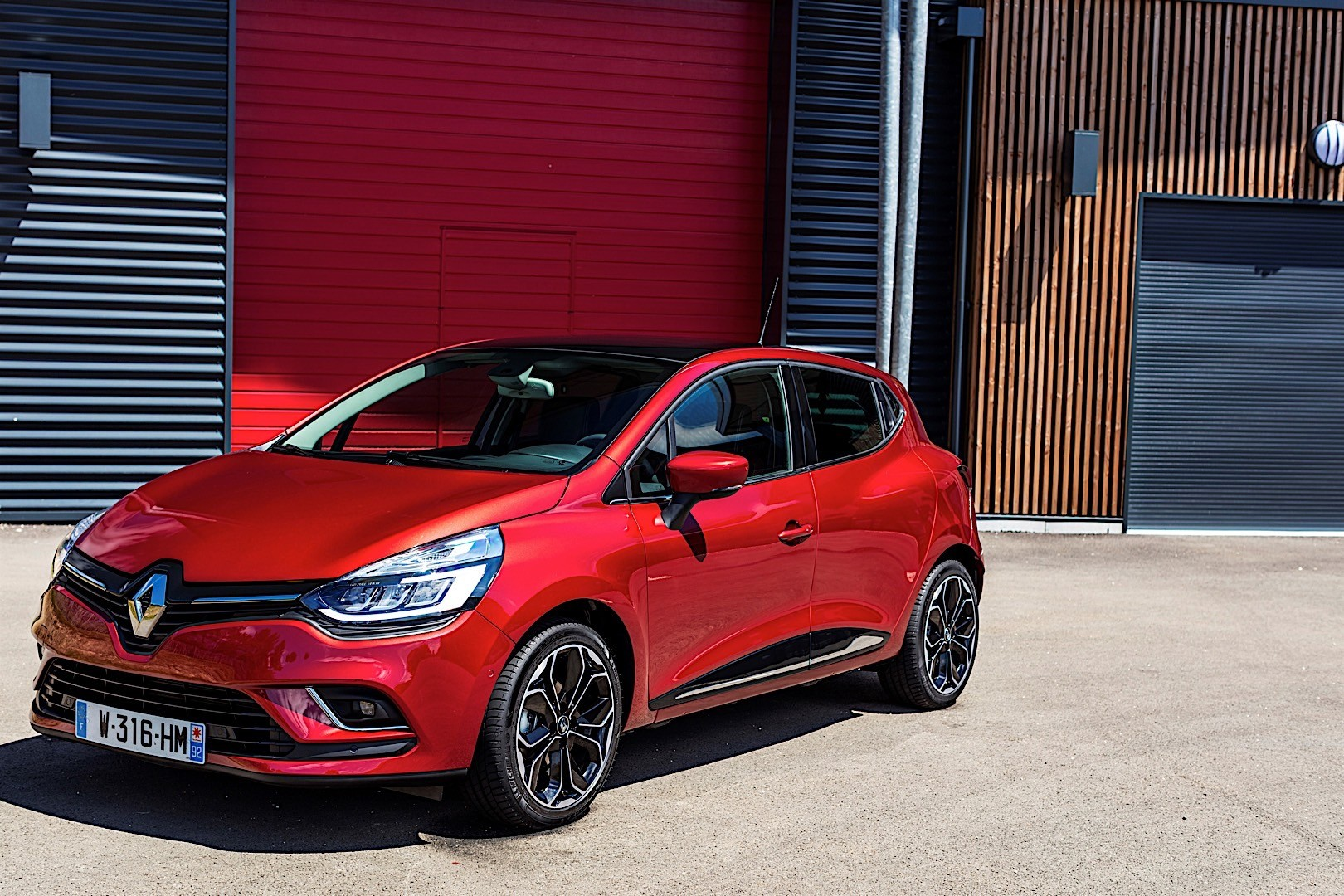 RENAULT Clio 5 Doors specs & photos - 2016, 2017, 2018 ...