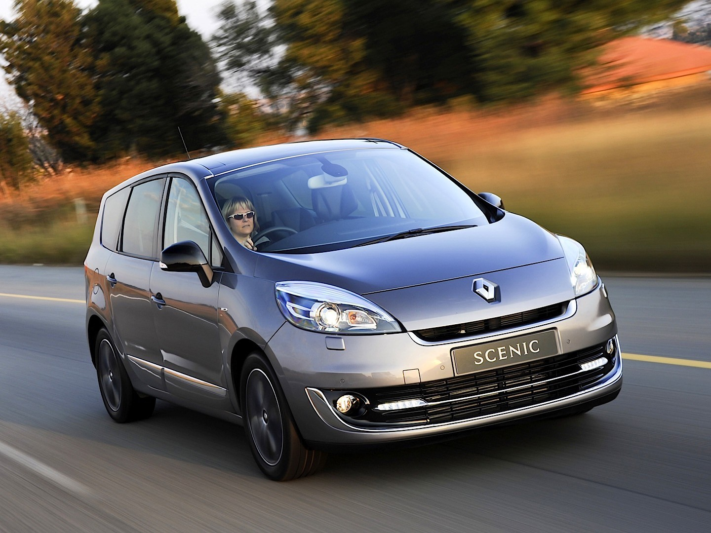 RENAULT Grand Scenic specs & photos - 2013, 2014, 2015 ...