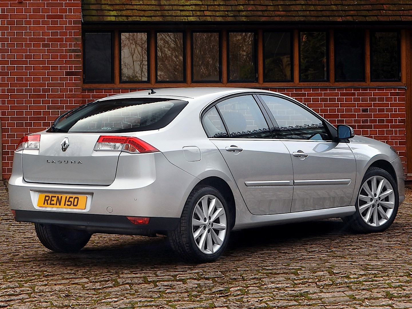 RENAULT Laguna specs & photos - 2007, 2008, 2009, 2010 ...