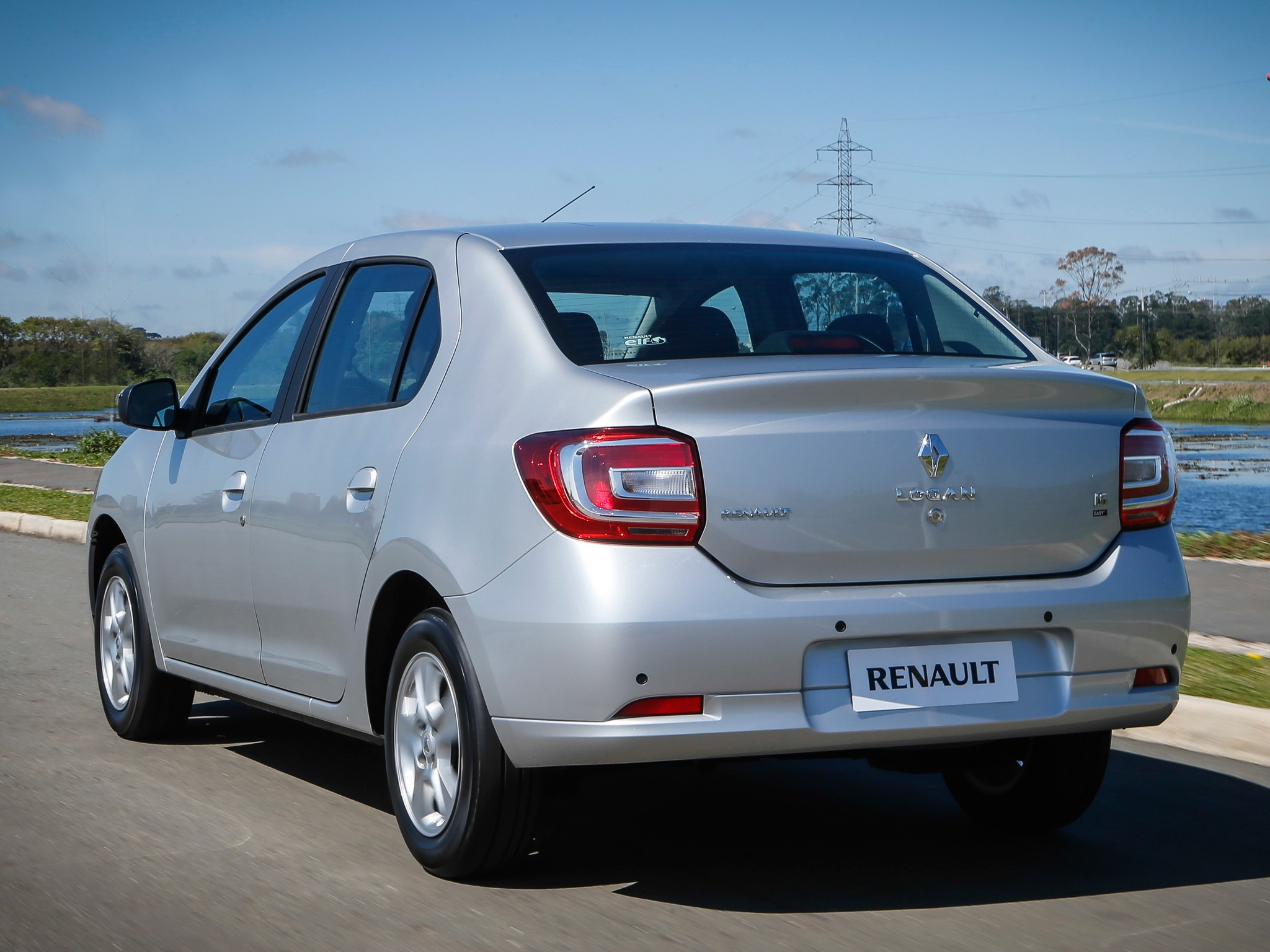 RENAULT Logan specs & photos - 2014, 2015, 2016, 2017 ...