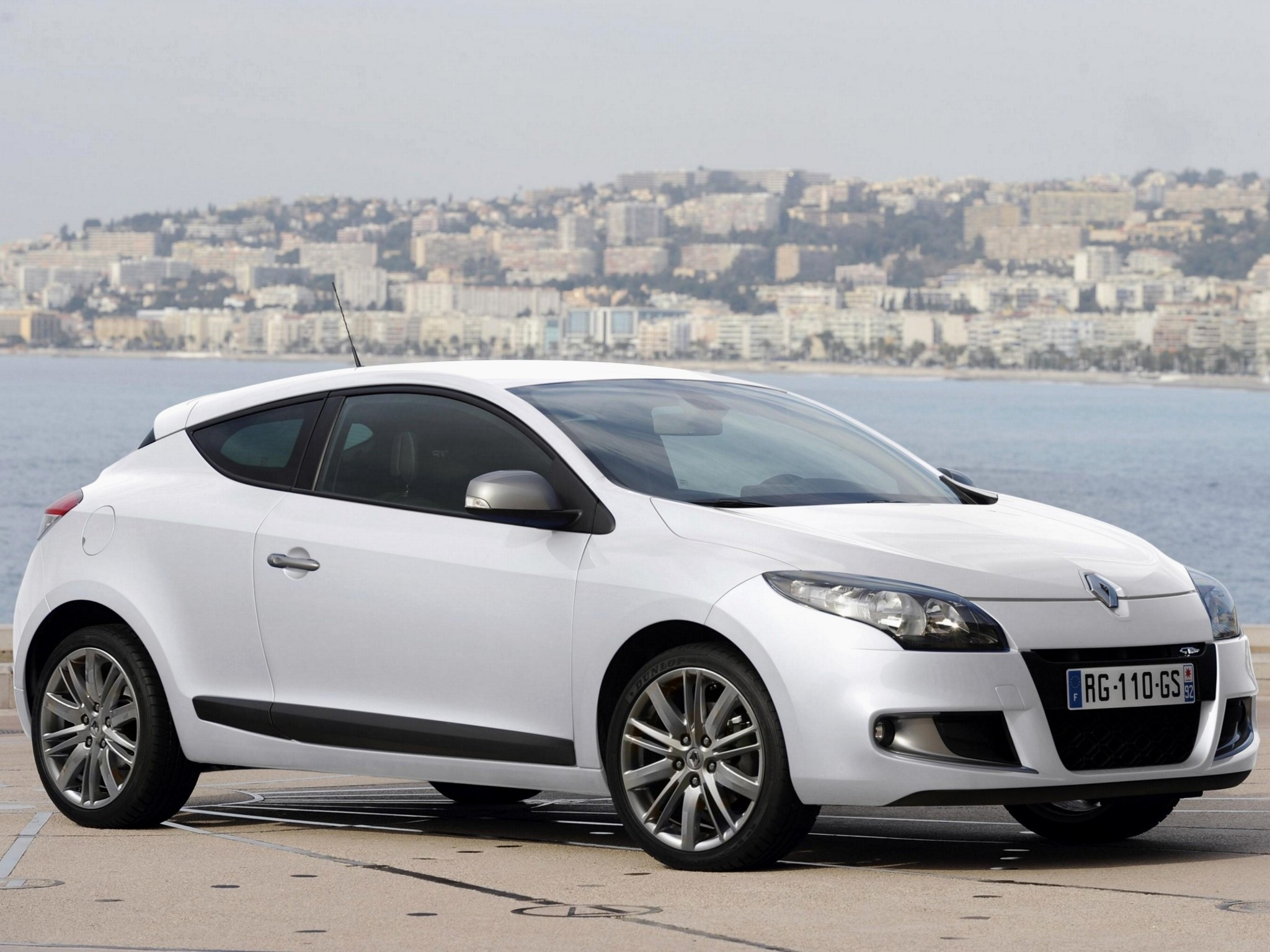 renault megane gt 3 doors specs 2010 2011 2012 2013 autoevolution. Black Bedroom Furniture Sets. Home Design Ideas