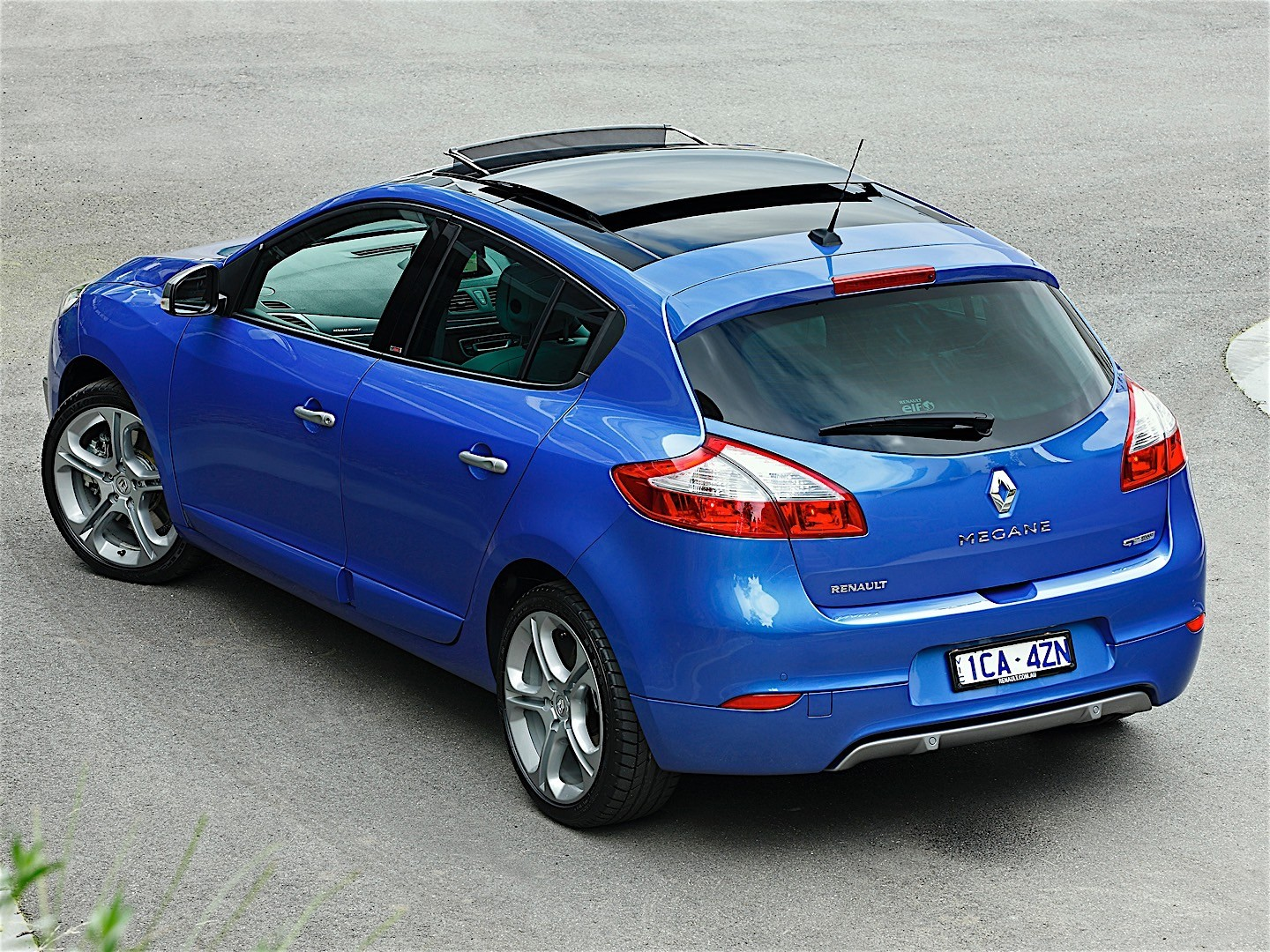 renault megane gt 5 doors specs 2013 2014 2015 autoevolution. Black Bedroom Furniture Sets. Home Design Ideas