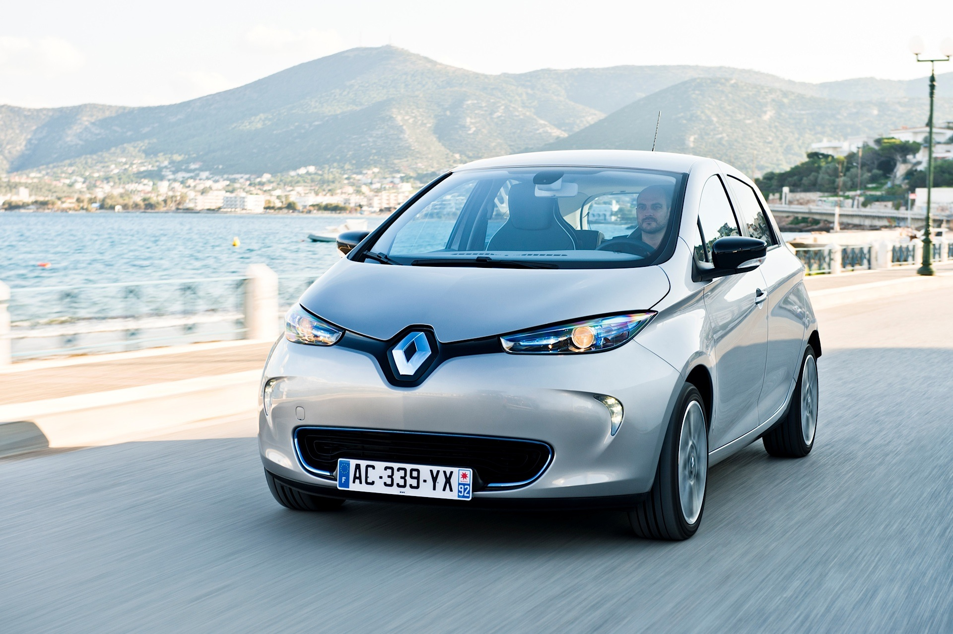 renault zoe specs photos 2013 2014 2015 2016 2017 2018 autoevolution. Black Bedroom Furniture Sets. Home Design Ideas