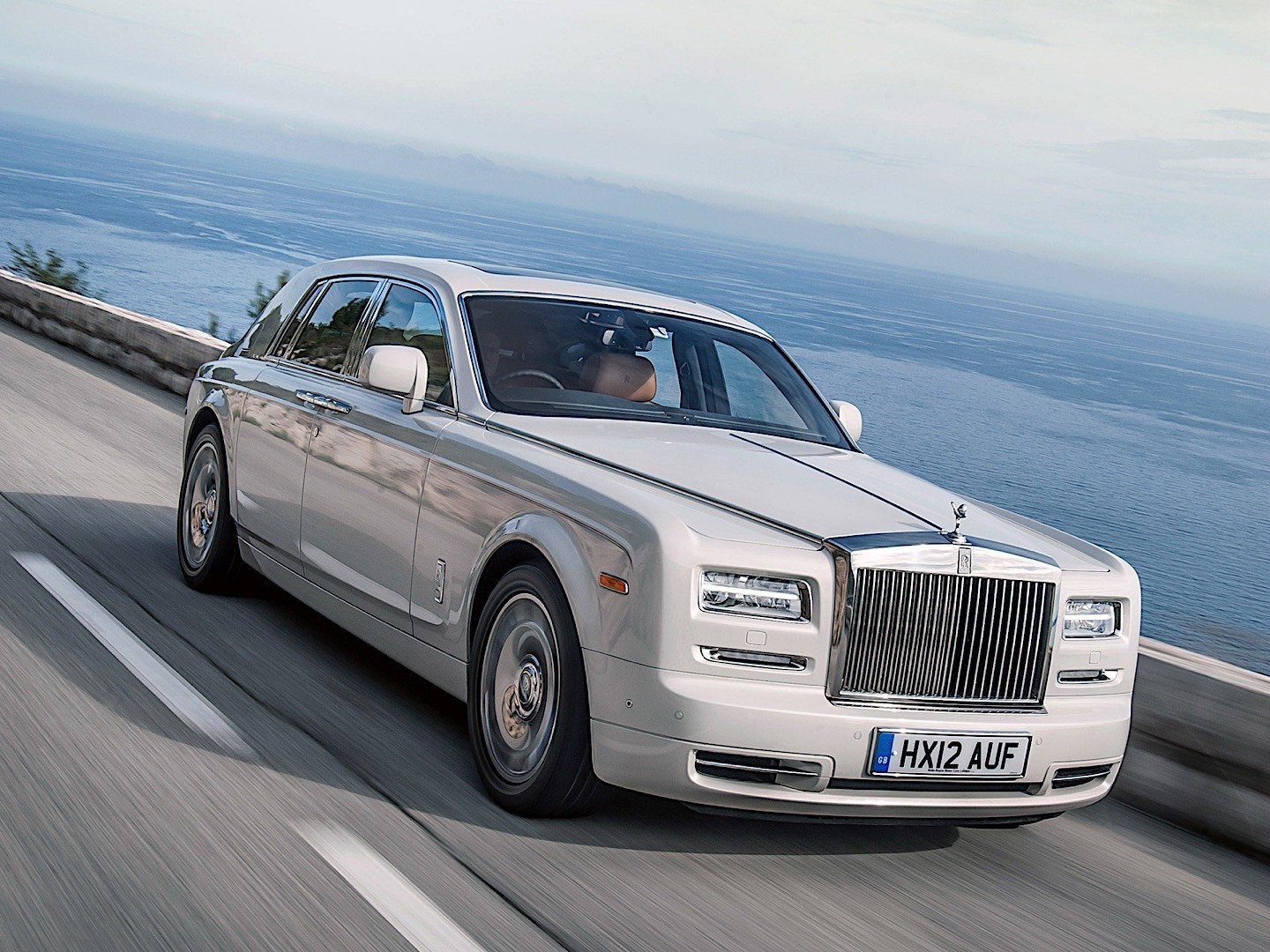 rolls royce phantom specs 2012 2013 2014 2015 2016 2017 autoevolution. Black Bedroom Furniture Sets. Home Design Ideas