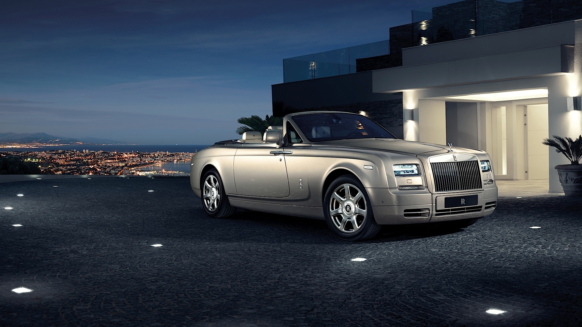 Rolls-royce Phantom Drophead Coupe Specs
