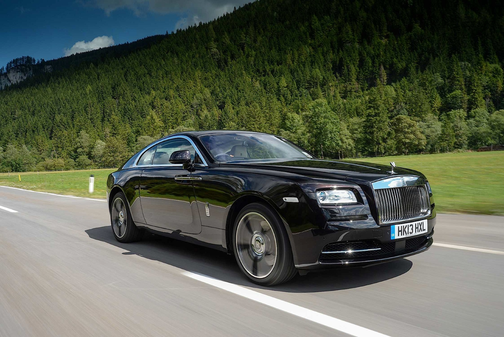 rolls royce wraith 2013 2014 2015 2016 autoevolution. Black Bedroom Furniture Sets. Home Design Ideas