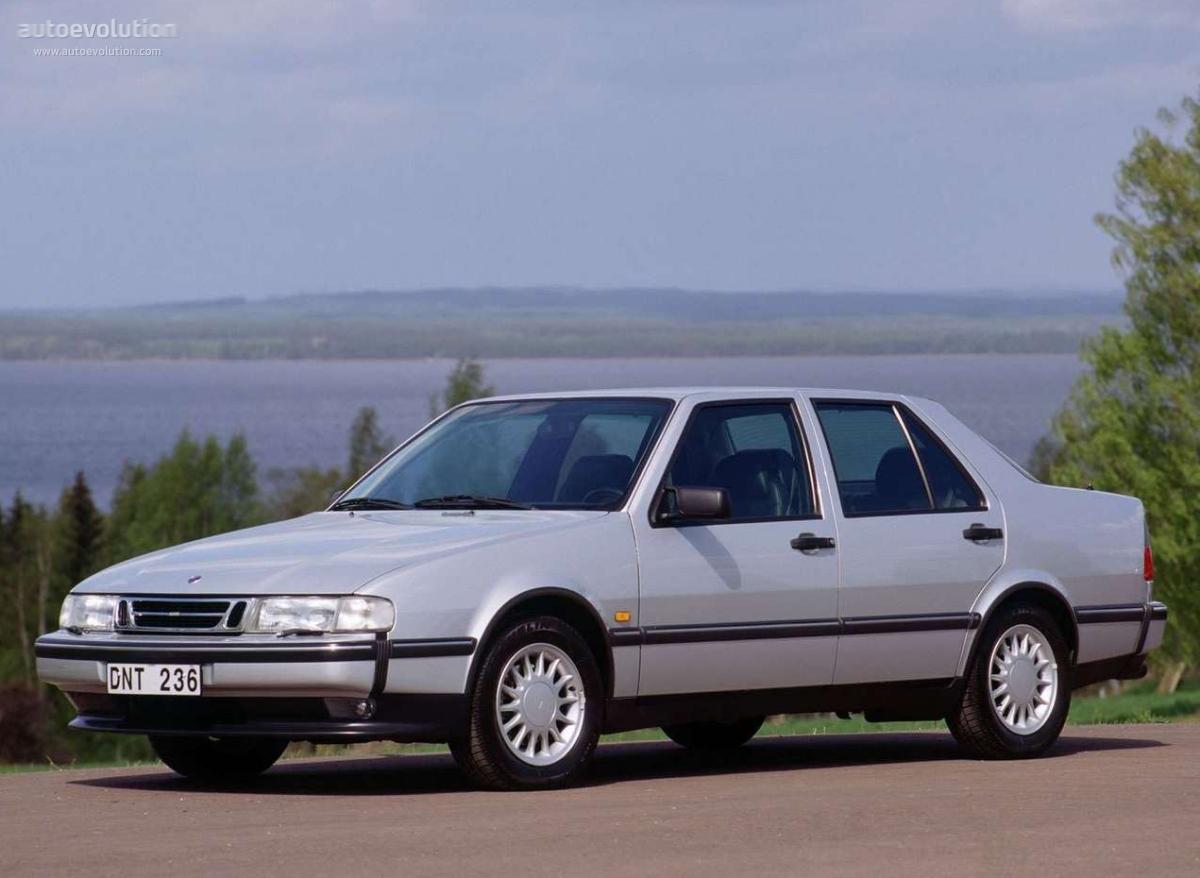 Description 1990 Saab 9000 CD rear.jpg
