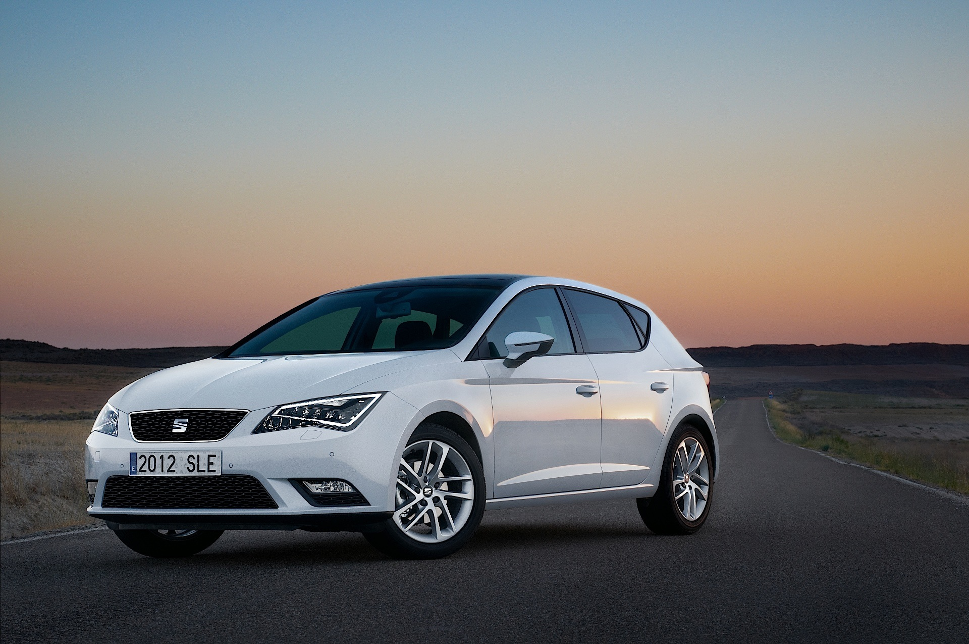 seat leon 5 doors specs photos 2012 2013 2014 2015 2016 2017 2018 autoevolution. Black Bedroom Furniture Sets. Home Design Ideas