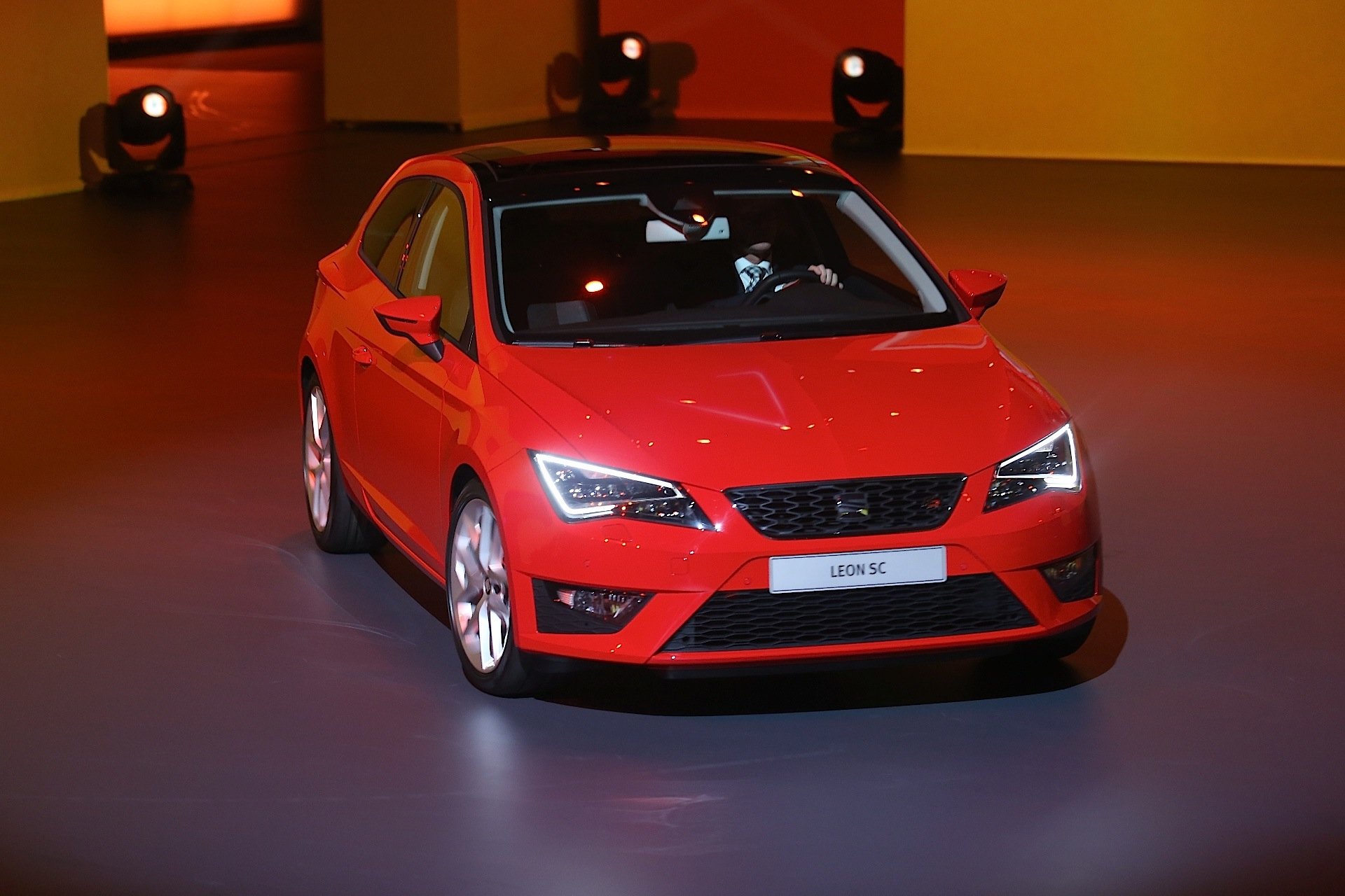 seat leon sc 3 doors specs 2013 2014 2015 2016 2017 autoevolution. Black Bedroom Furniture Sets. Home Design Ideas