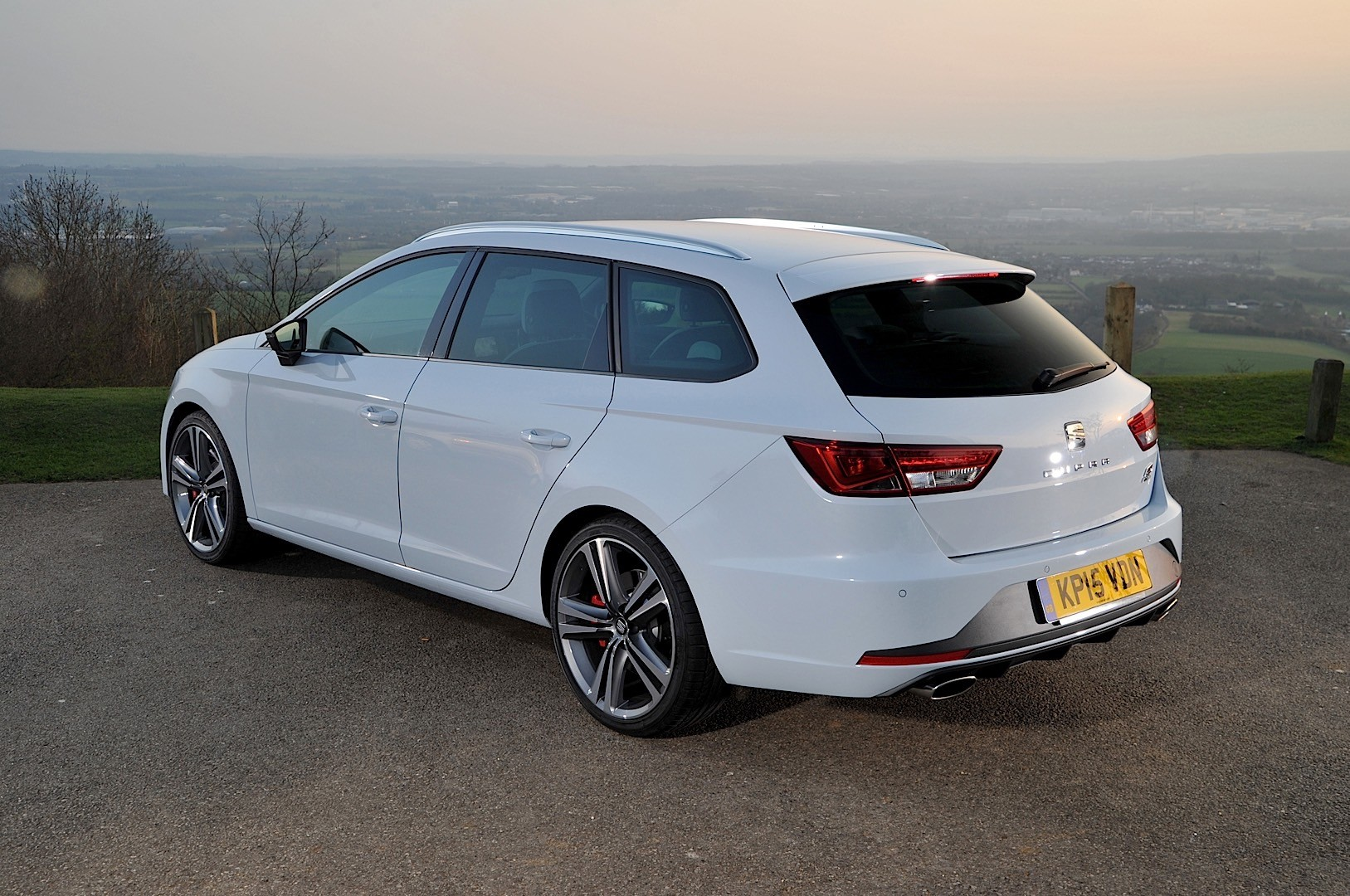 seat leon st cupra specs 2015 2016 2017 2018. Black Bedroom Furniture Sets. Home Design Ideas