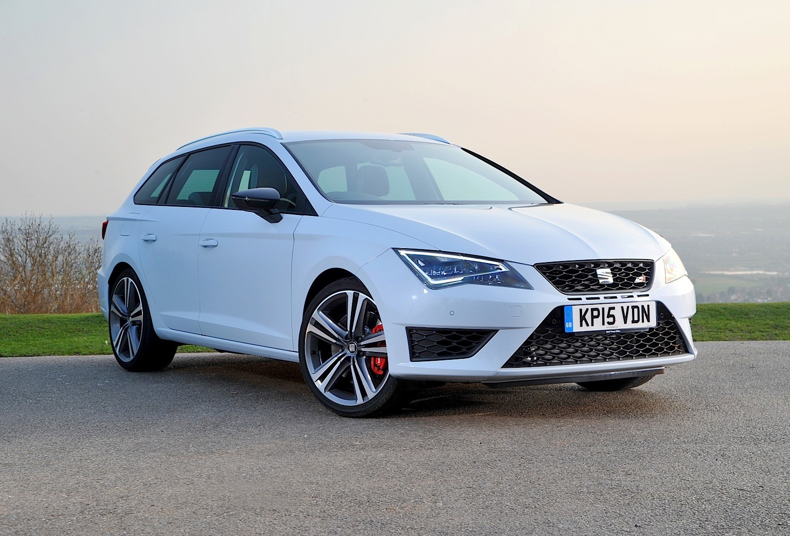 seat leon st cupra 2015 2016 autoevolution. Black Bedroom Furniture Sets. Home Design Ideas
