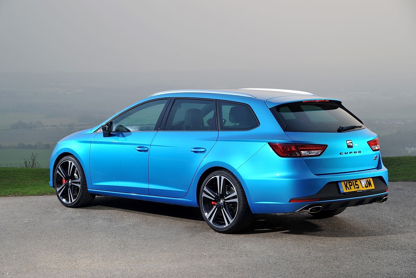 seat leon st cupra specs 2015 2016 2017 2018 autoevolution. Black Bedroom Furniture Sets. Home Design Ideas