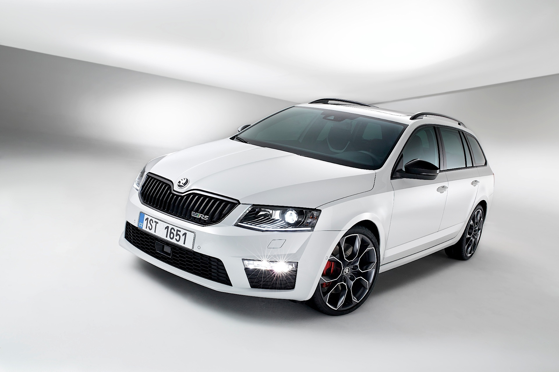 skoda octavia combi rs 2014 2015 2016 2017 autoevolution. Black Bedroom Furniture Sets. Home Design Ideas