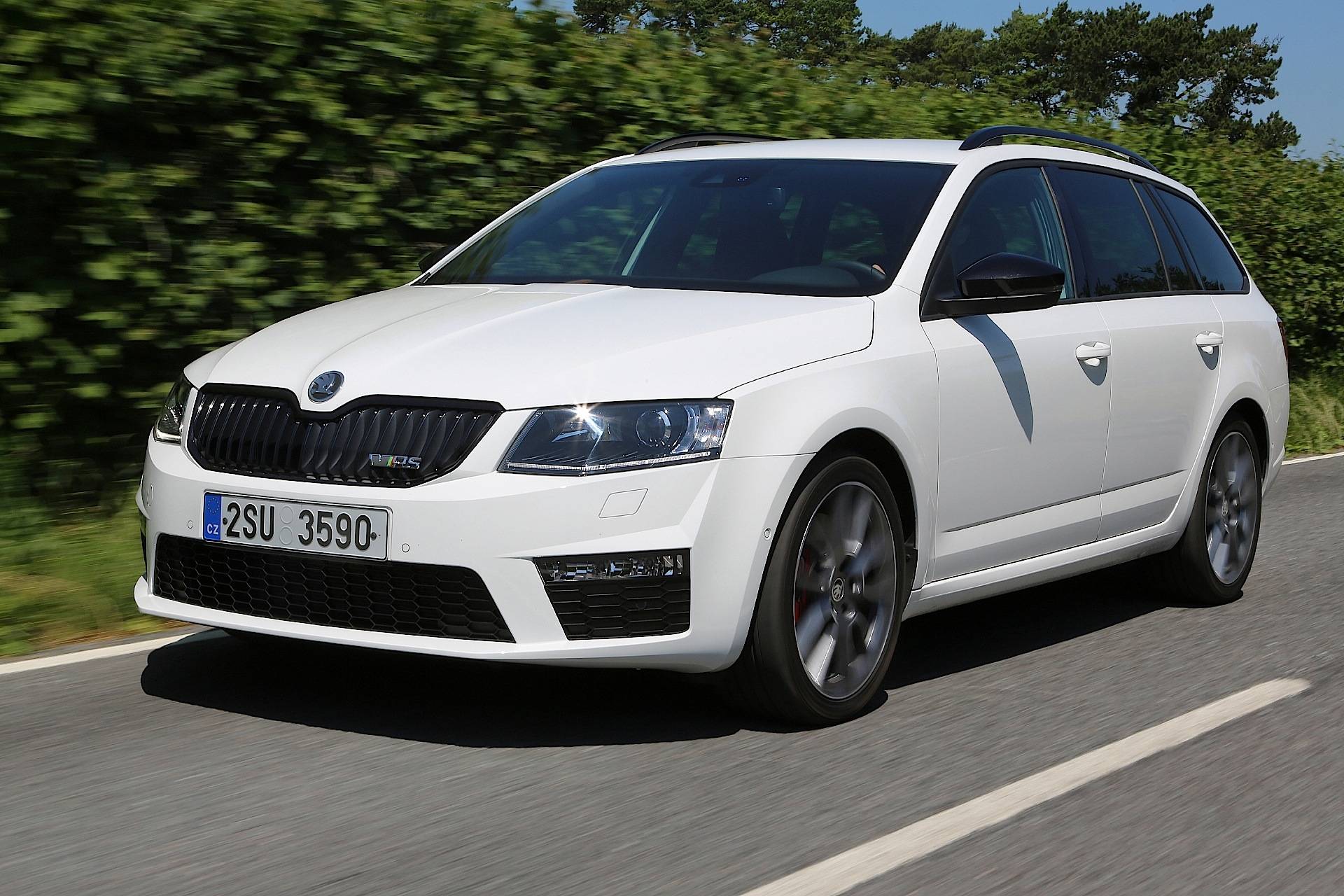 skoda octavia combi rs specs photos 2014 2015 2016. Black Bedroom Furniture Sets. Home Design Ideas