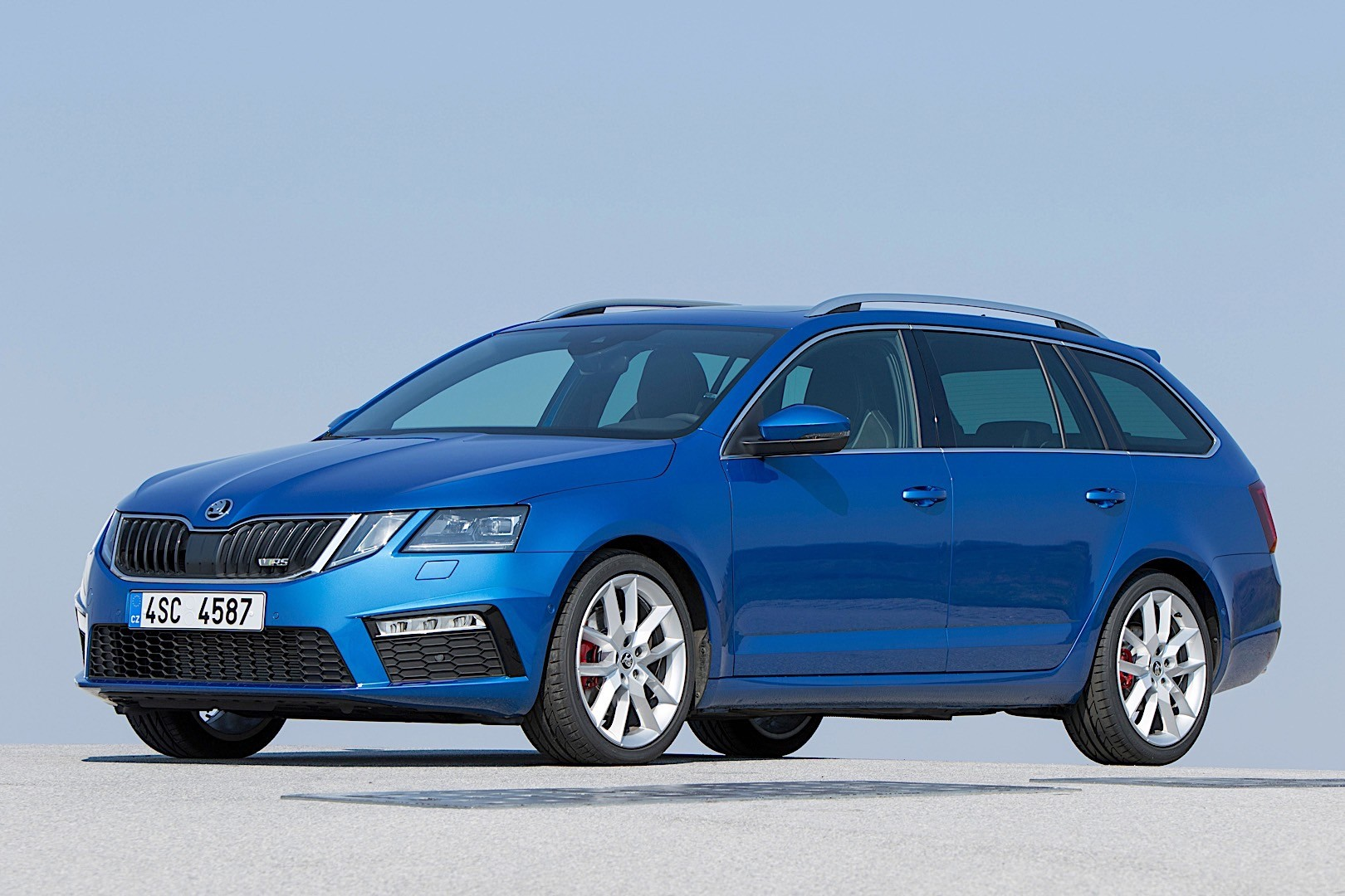 skoda octavia combi rs specs photos 2017 2018 2019. Black Bedroom Furniture Sets. Home Design Ideas