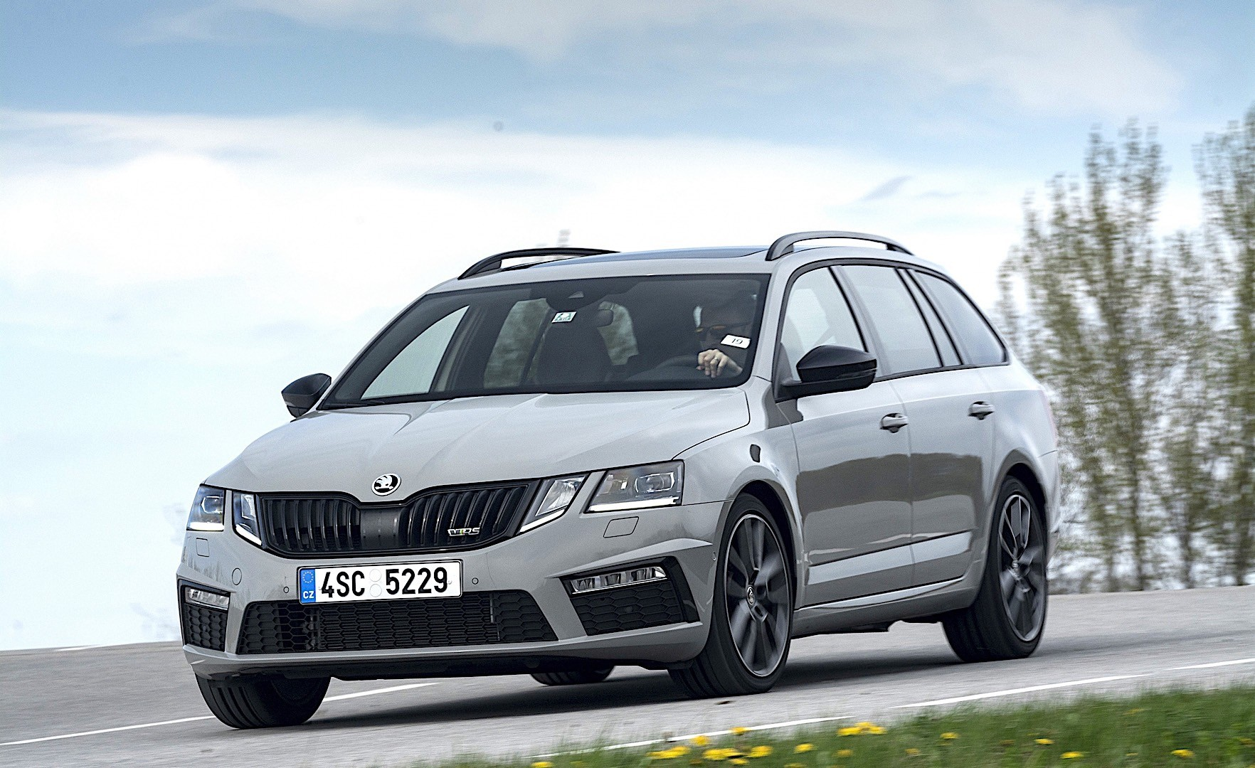 skoda octavia combi rs specs 2017 2018 autoevolution. Black Bedroom Furniture Sets. Home Design Ideas