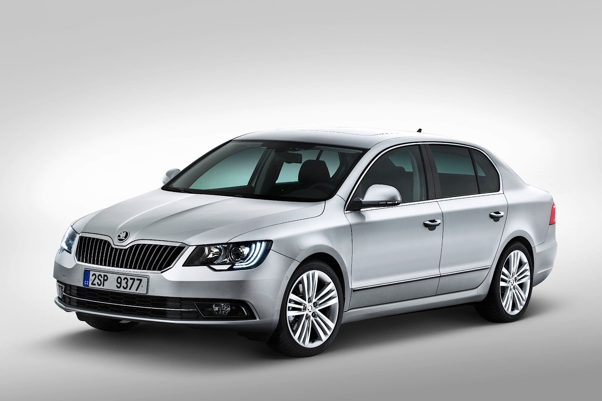 skoda superb 2013 2014 2015 autoevolution. Black Bedroom Furniture Sets. Home Design Ideas