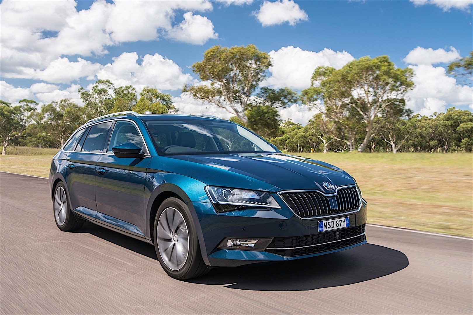 skoda superb combi specs 2015 2016 2017 2018 autoevolution. Black Bedroom Furniture Sets. Home Design Ideas