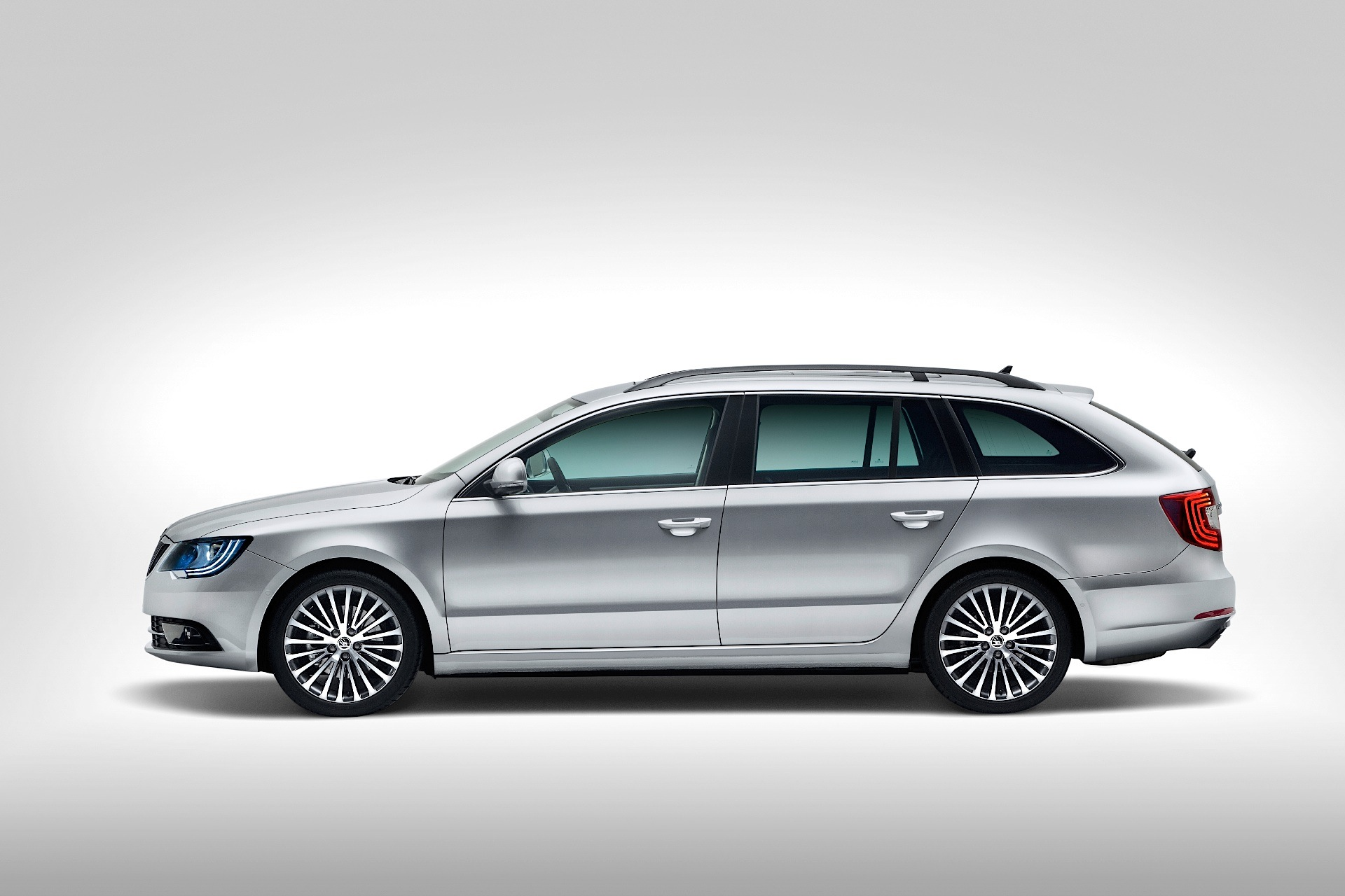 Skoda Superb Combi Specs Photos 2013 2014 2015 Autoevolution