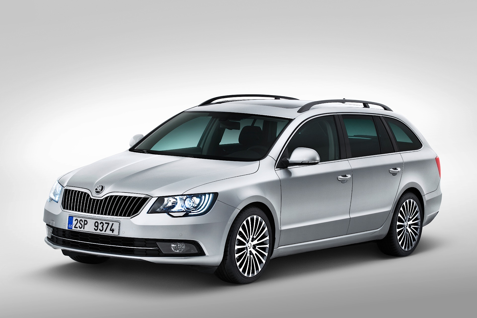 skoda superb combi 2013 2014 2015 autoevolution. Black Bedroom Furniture Sets. Home Design Ideas