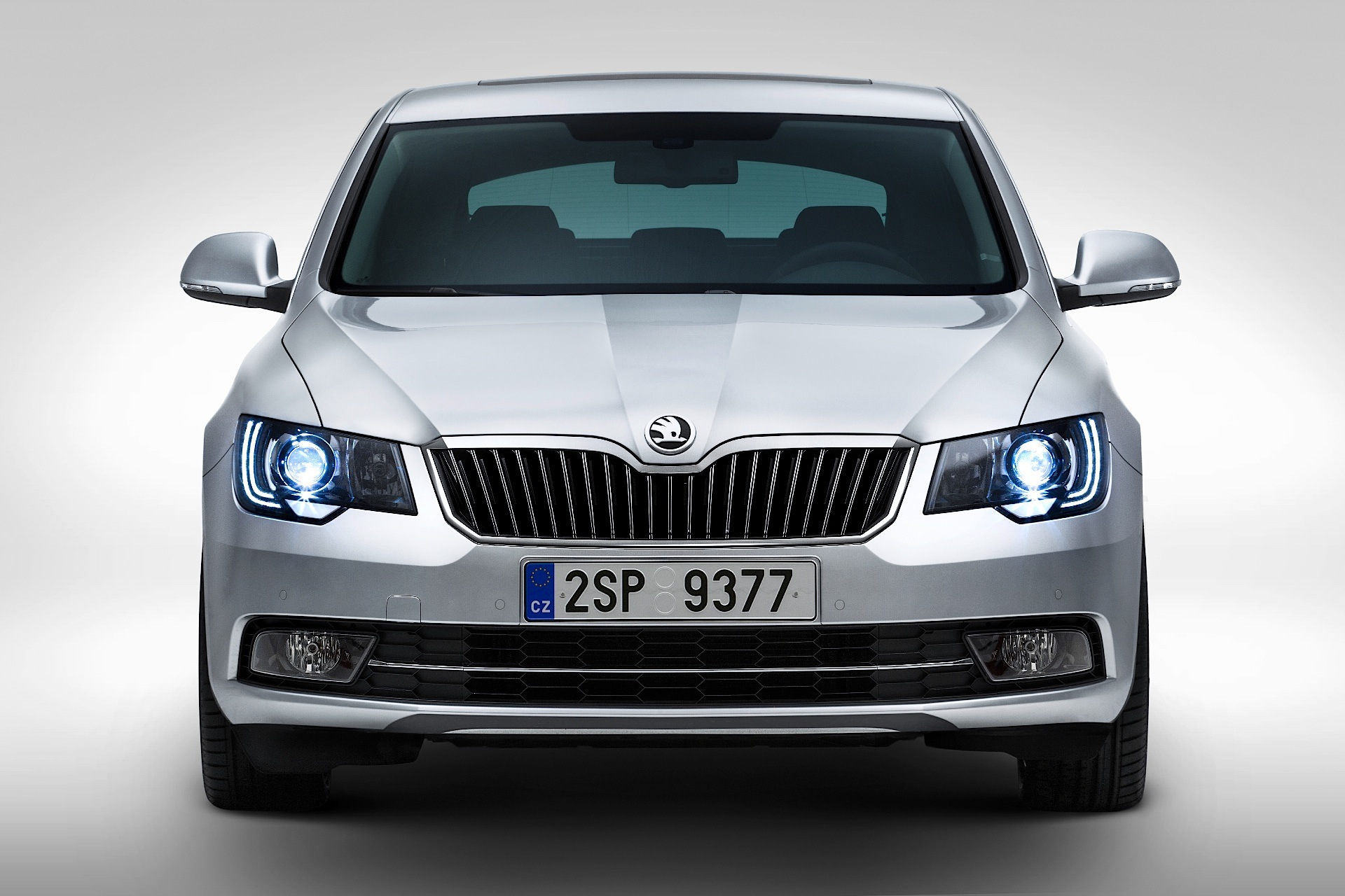 skoda superb combi specs 2013 2014 2015 autoevolution. Black Bedroom Furniture Sets. Home Design Ideas