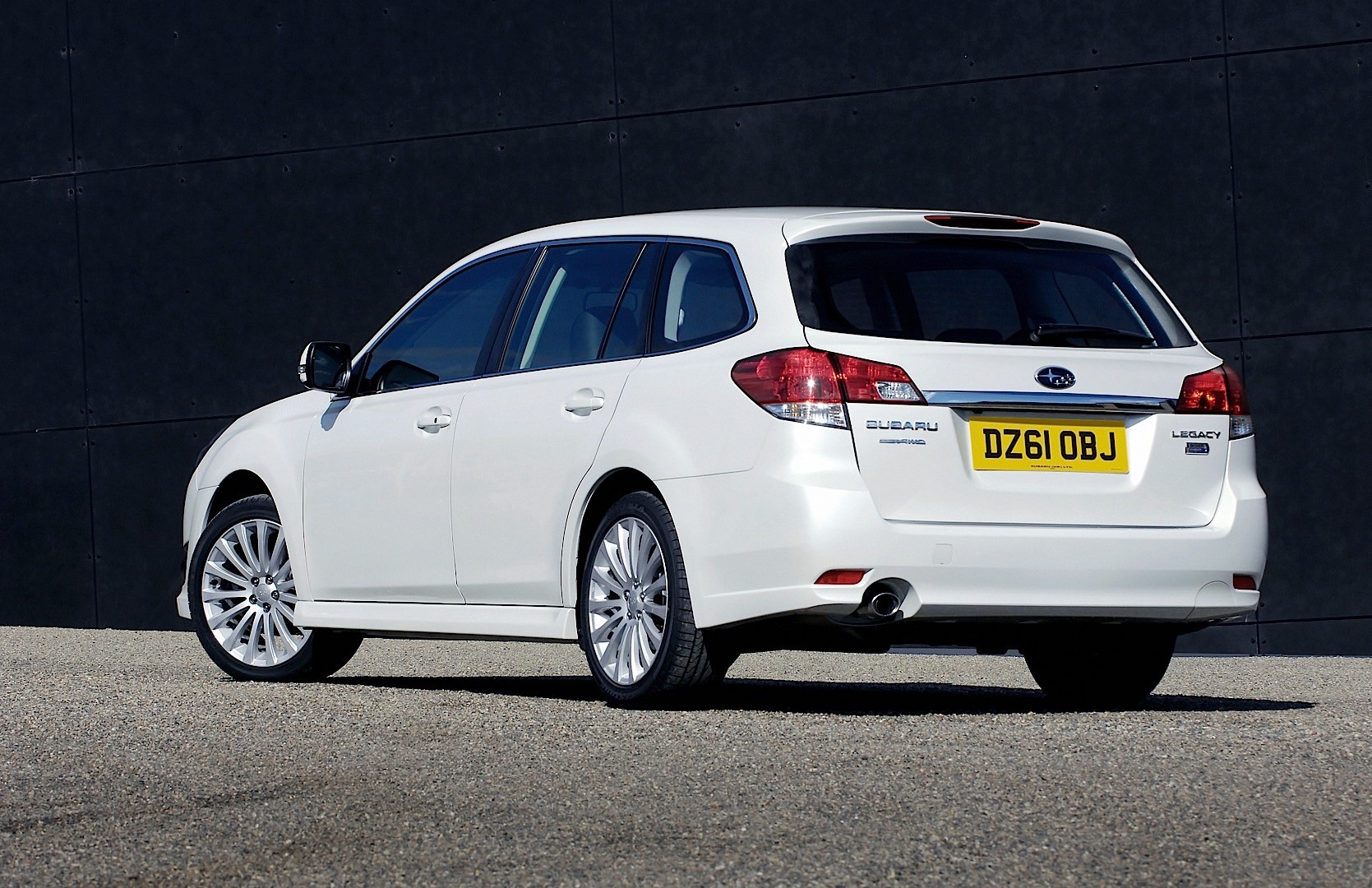 SUBARU Legacy Wagon specs & photos - 2009, 2010, 2011 ...