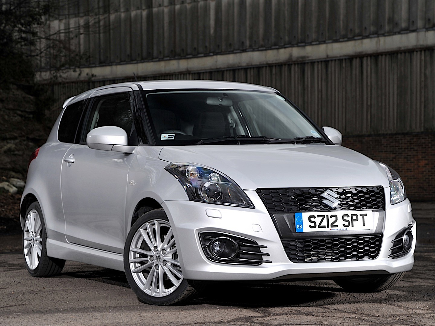 Suzuki Swift 3 Doors Specs  U0026 Photos
