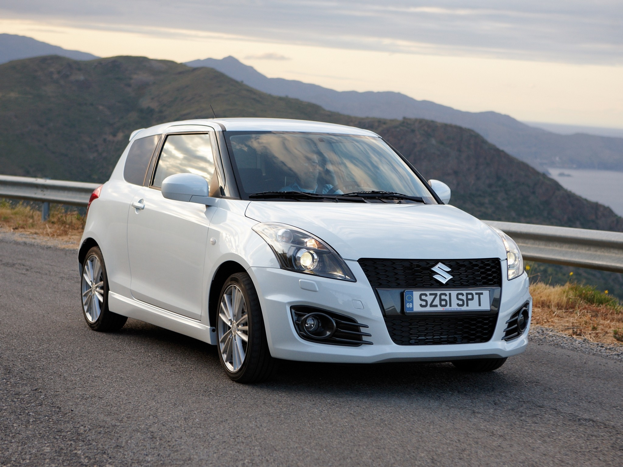 Suzuki Swift 5 Doors Specs  U0026 Photos