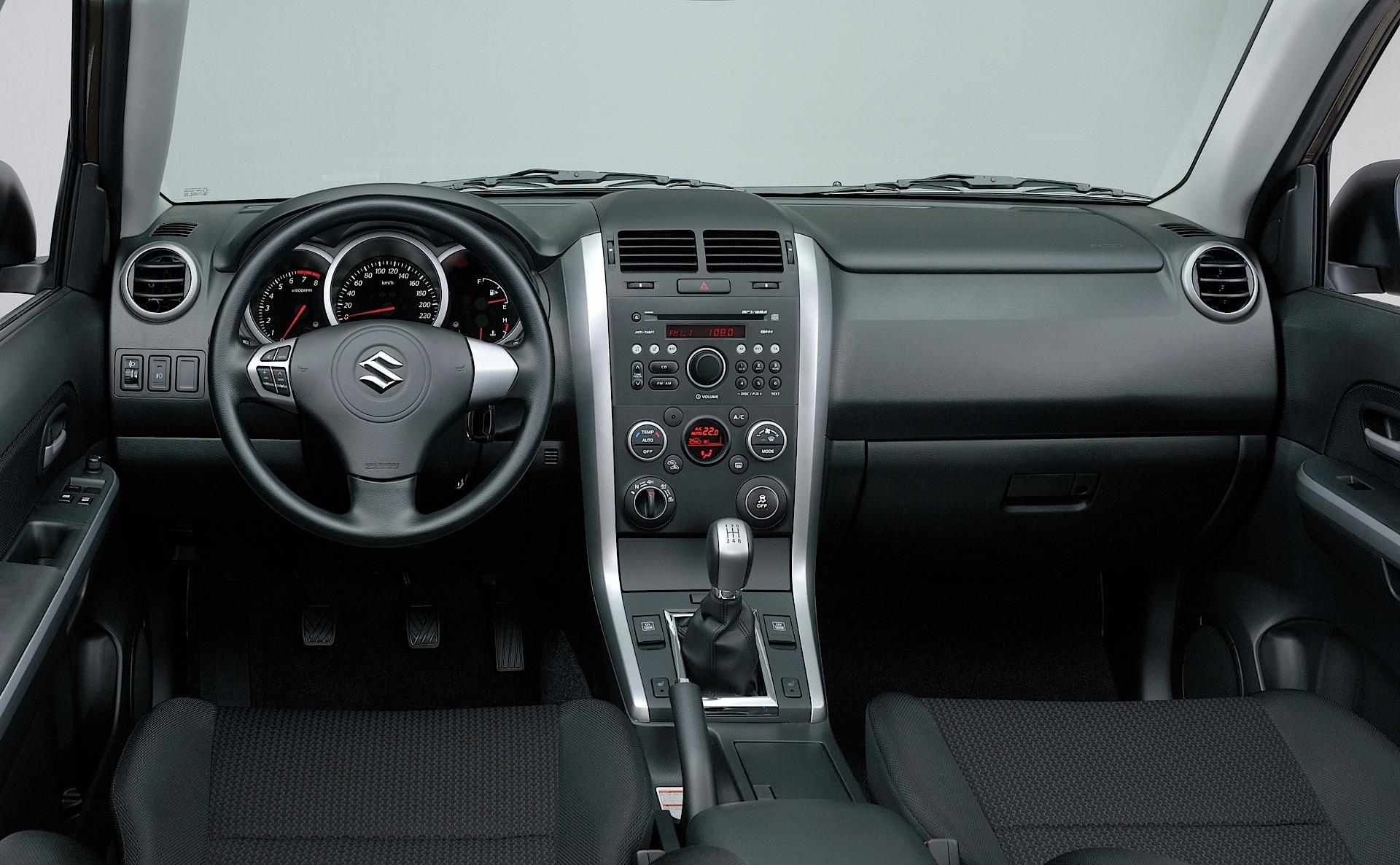 Suzuki grand vitara 3 doors specs 2008 2009 2010 2011 for Interiores 2016