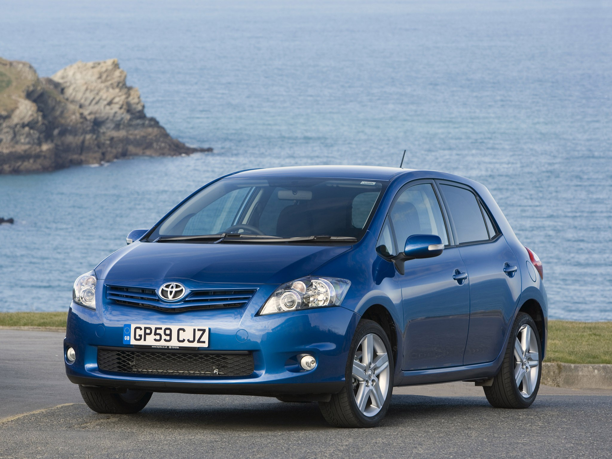toyota auris 5 doors specs photos 2010 2011 2012 autoevolution. Black Bedroom Furniture Sets. Home Design Ideas